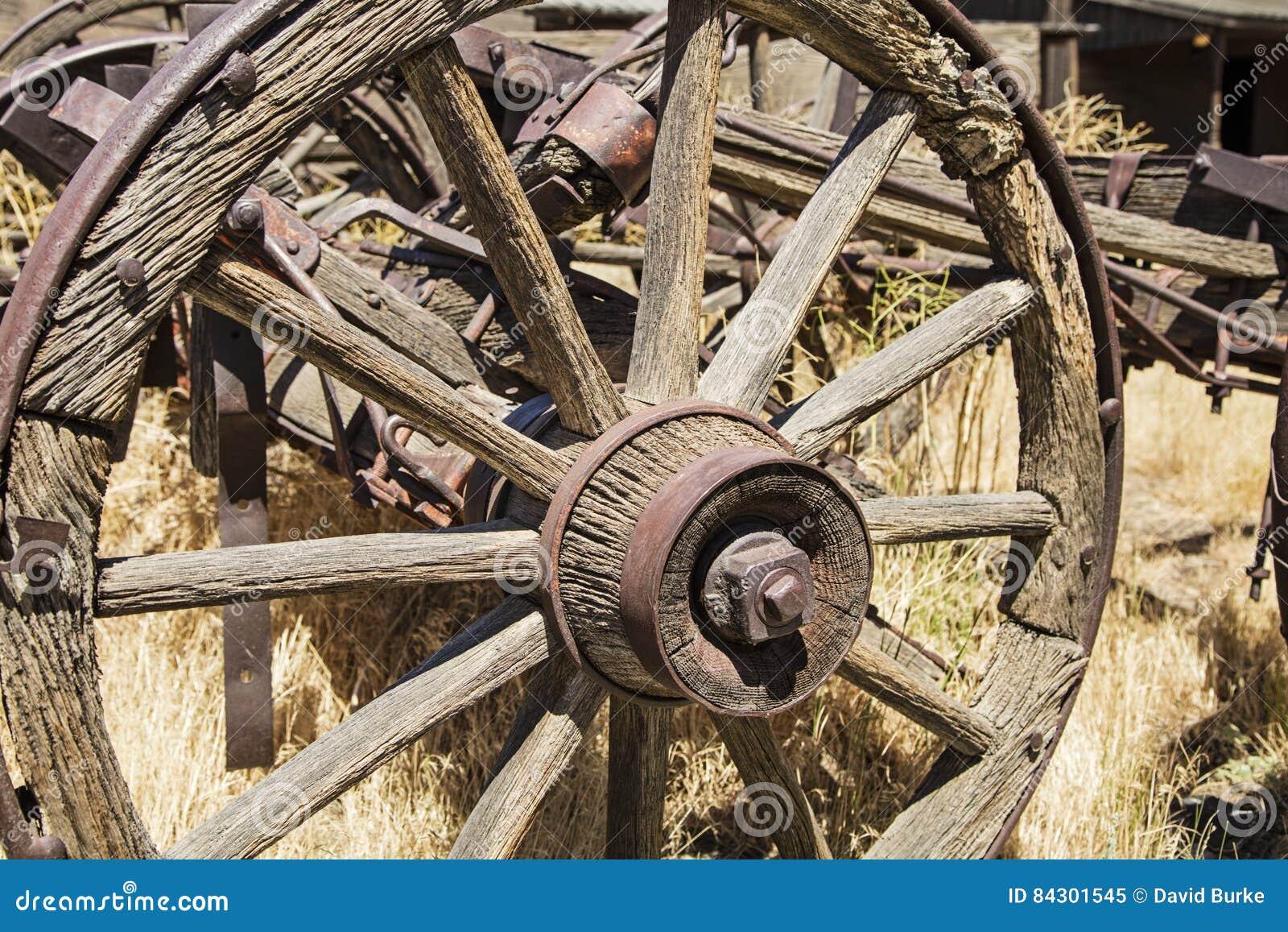 Wooden Wagon Wheel Axle Weathered Stock Image Image Of Nature Rustic 84301545