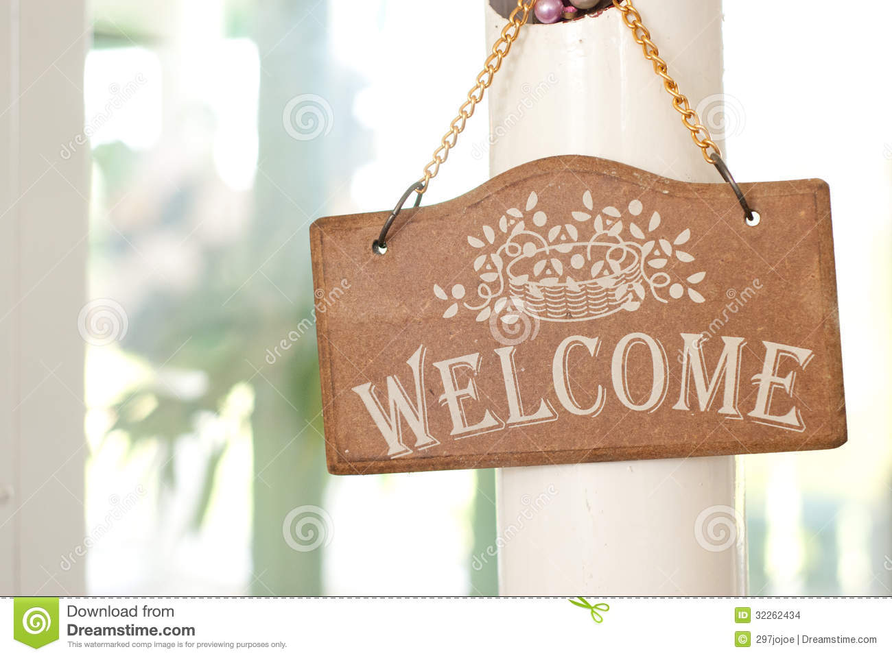 Wooden Welcome Sign On The Door Stock Photo - Image: 32262434