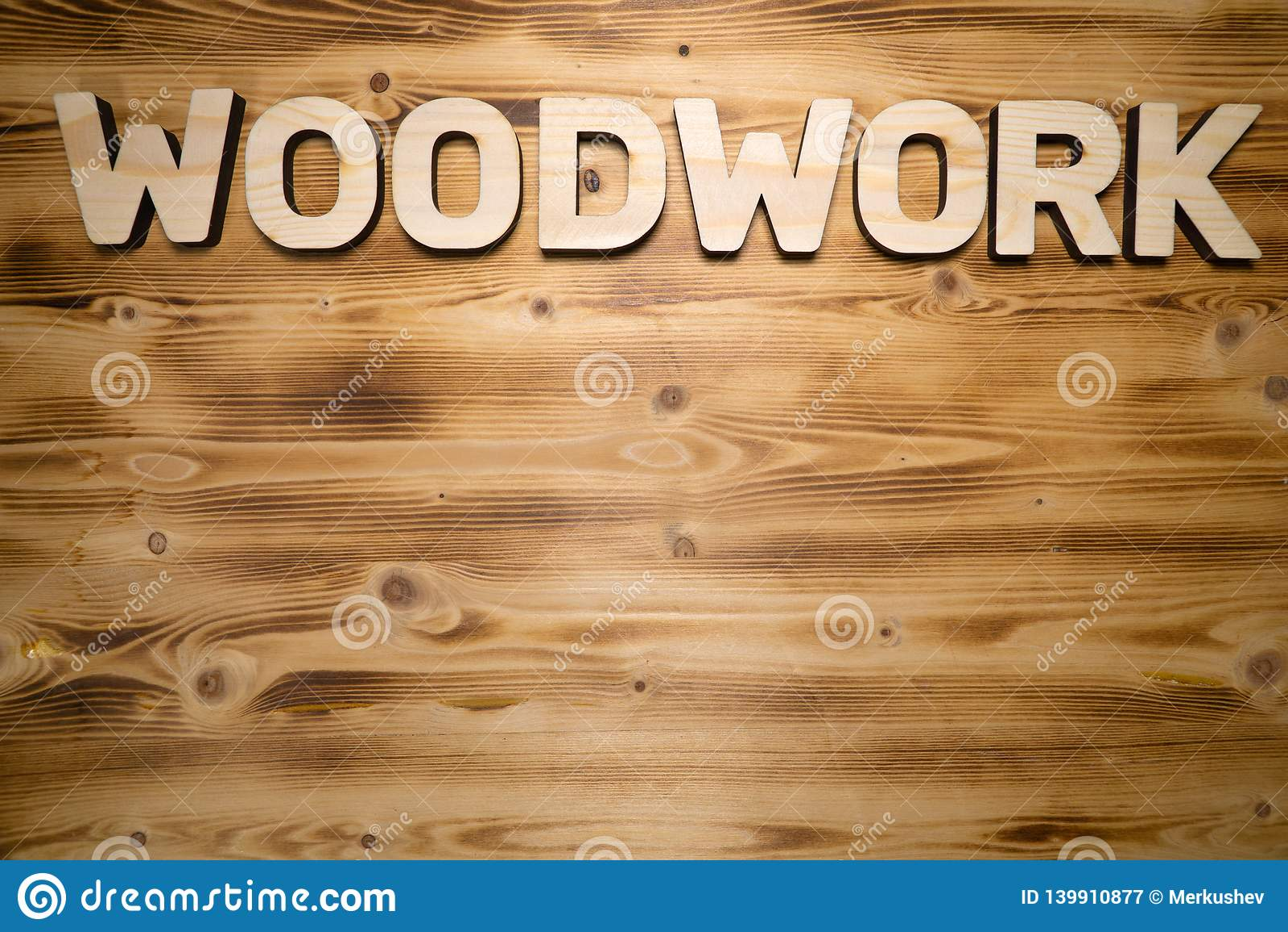 WOODWORK słowo robić z elementami na drewnianej desce