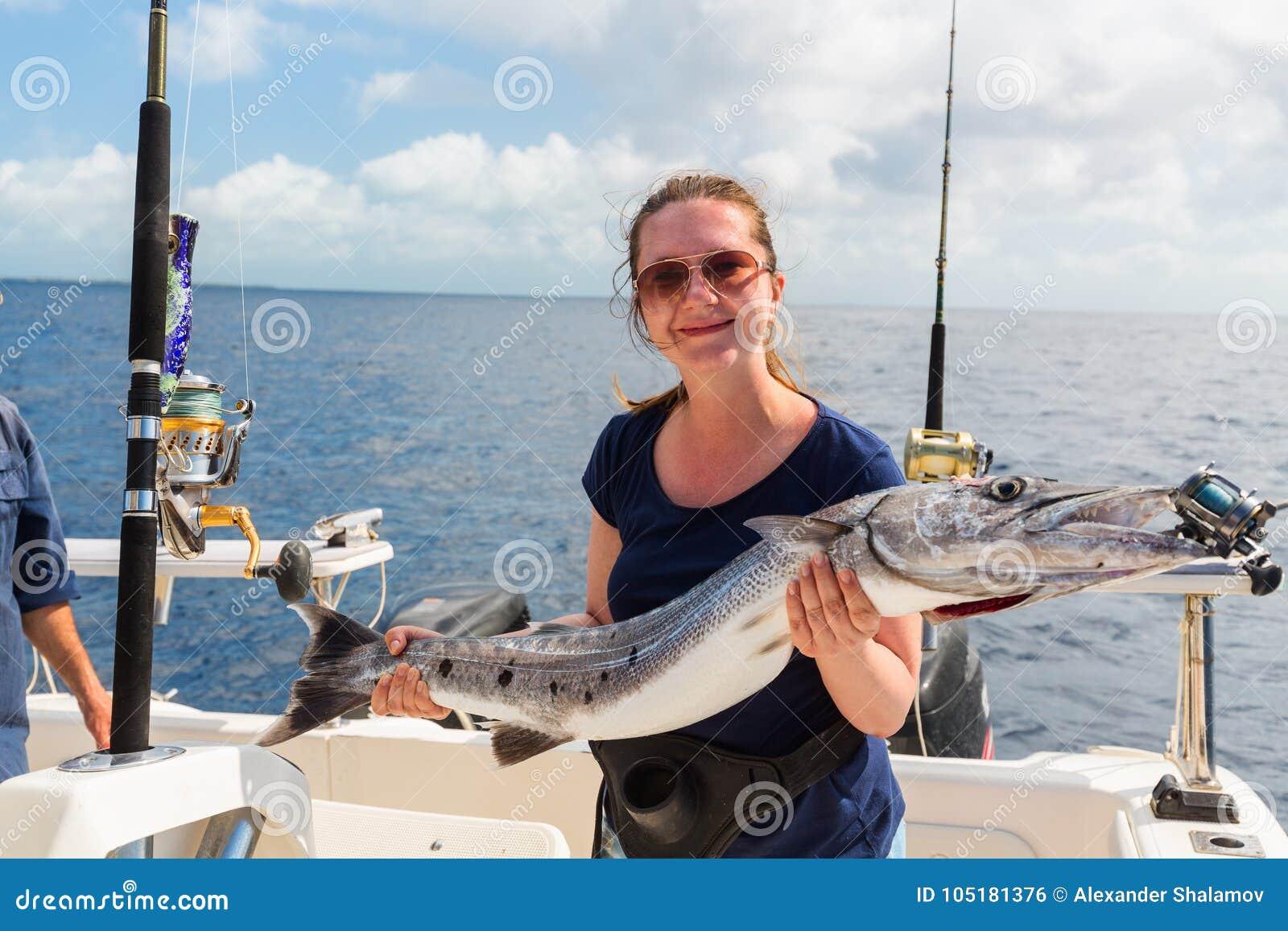 Wooman à la pêche maritime profonde