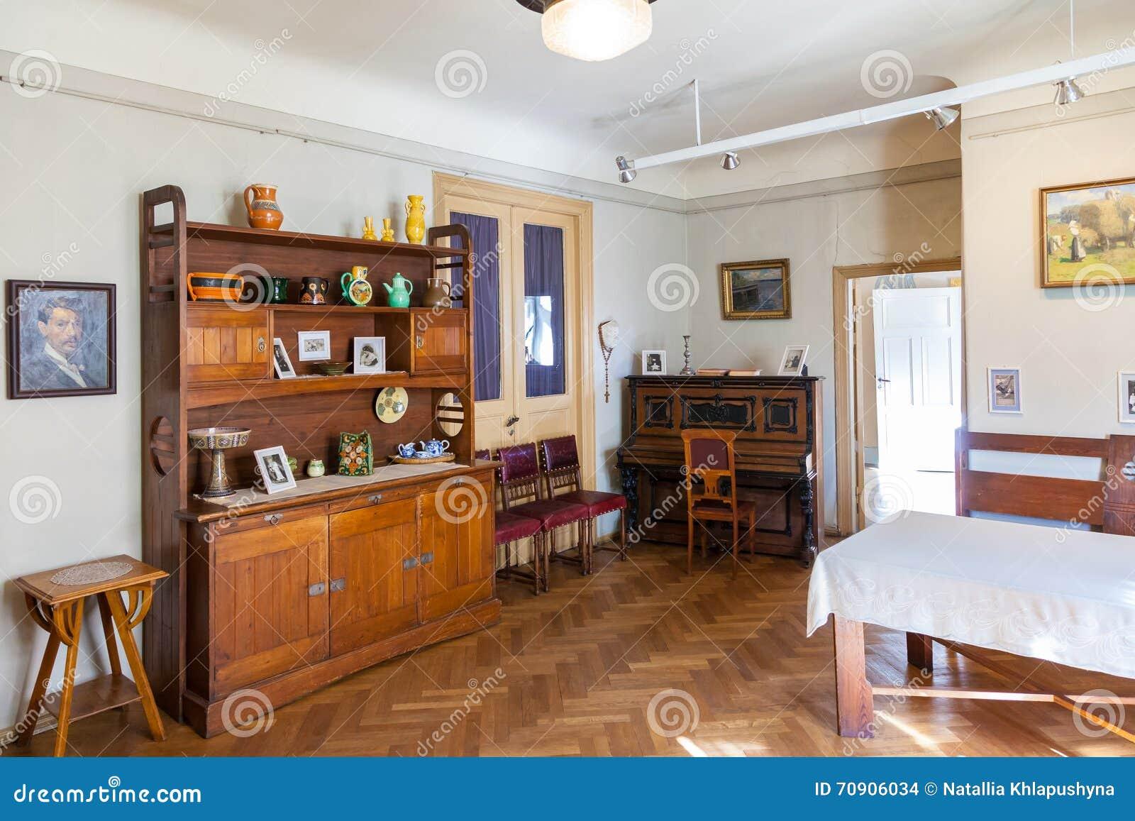 Woonkamer Met Kunst : Woonkamer in flat van letse kunstenaar janis rozentals riga