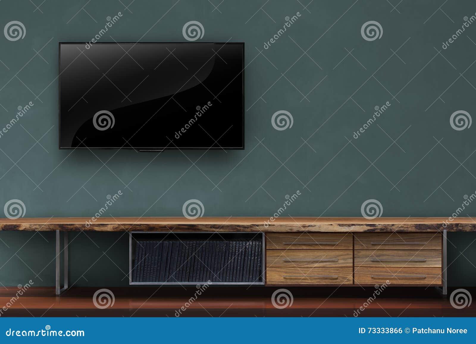 Woonkamer geleide tv op donkergroene muur met houten lijstmedia fu ...