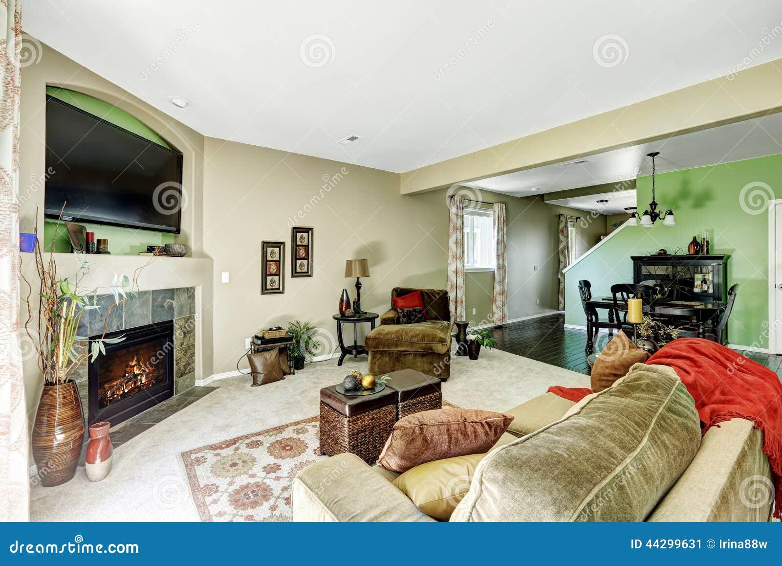 Woonkamer in lichtgroene en beige tonen stock foto   afbeelding ...