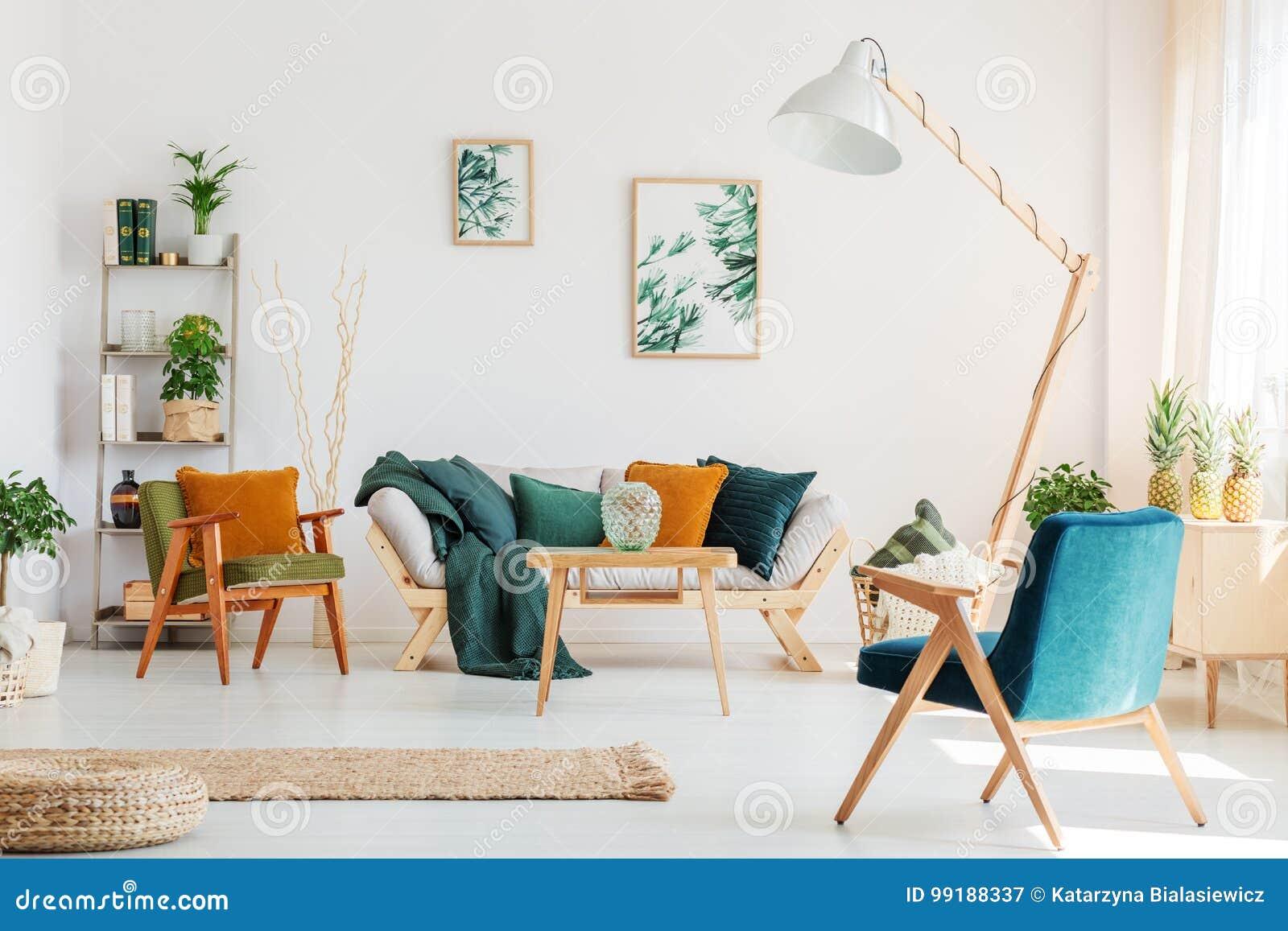 Woonkamer met blauwe stoel