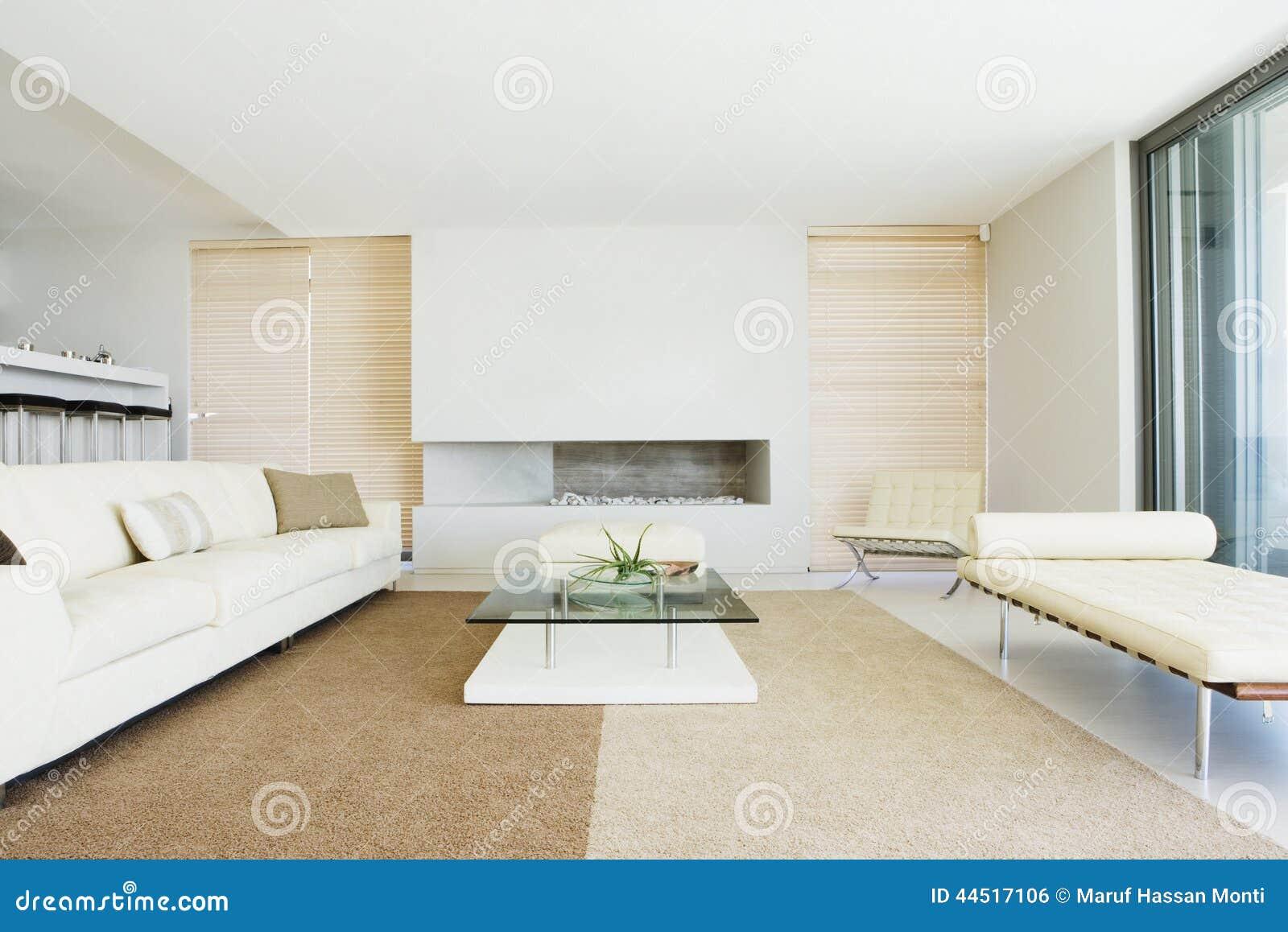 Woonkamer met decoratie stock foto. afbeelding bestaande uit
