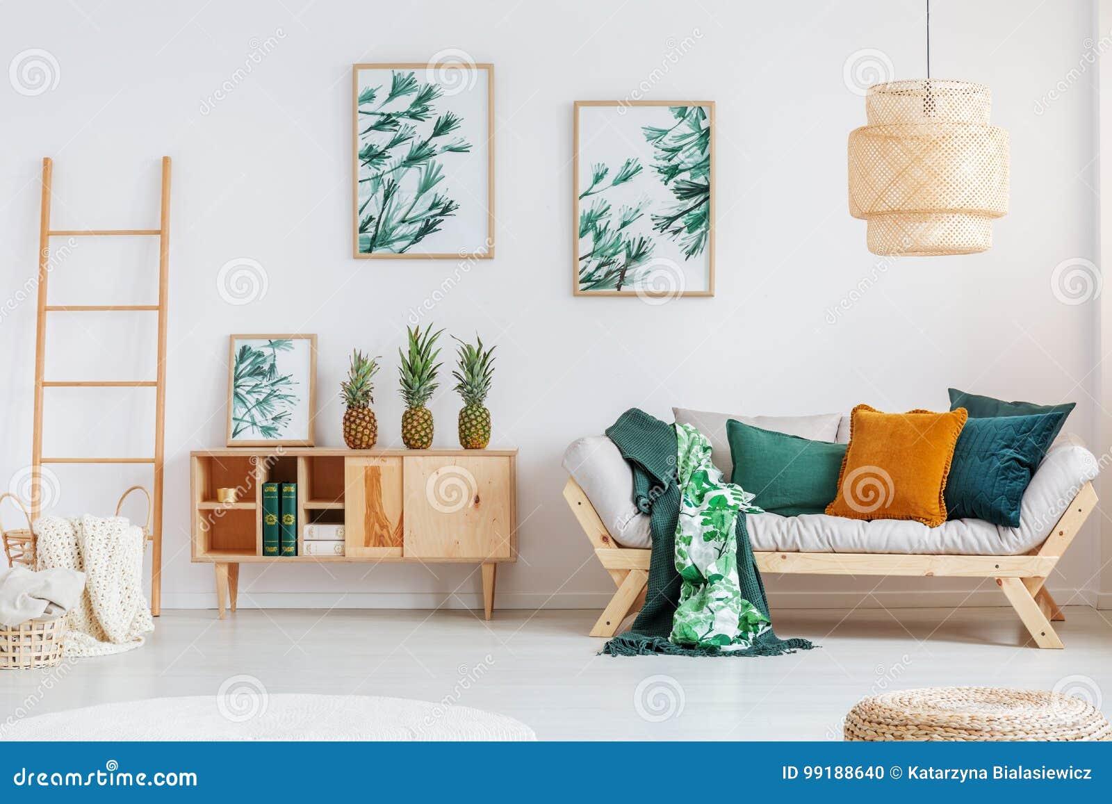 Woonkamer Met Rustieke Kast Stock Foto Afbeelding