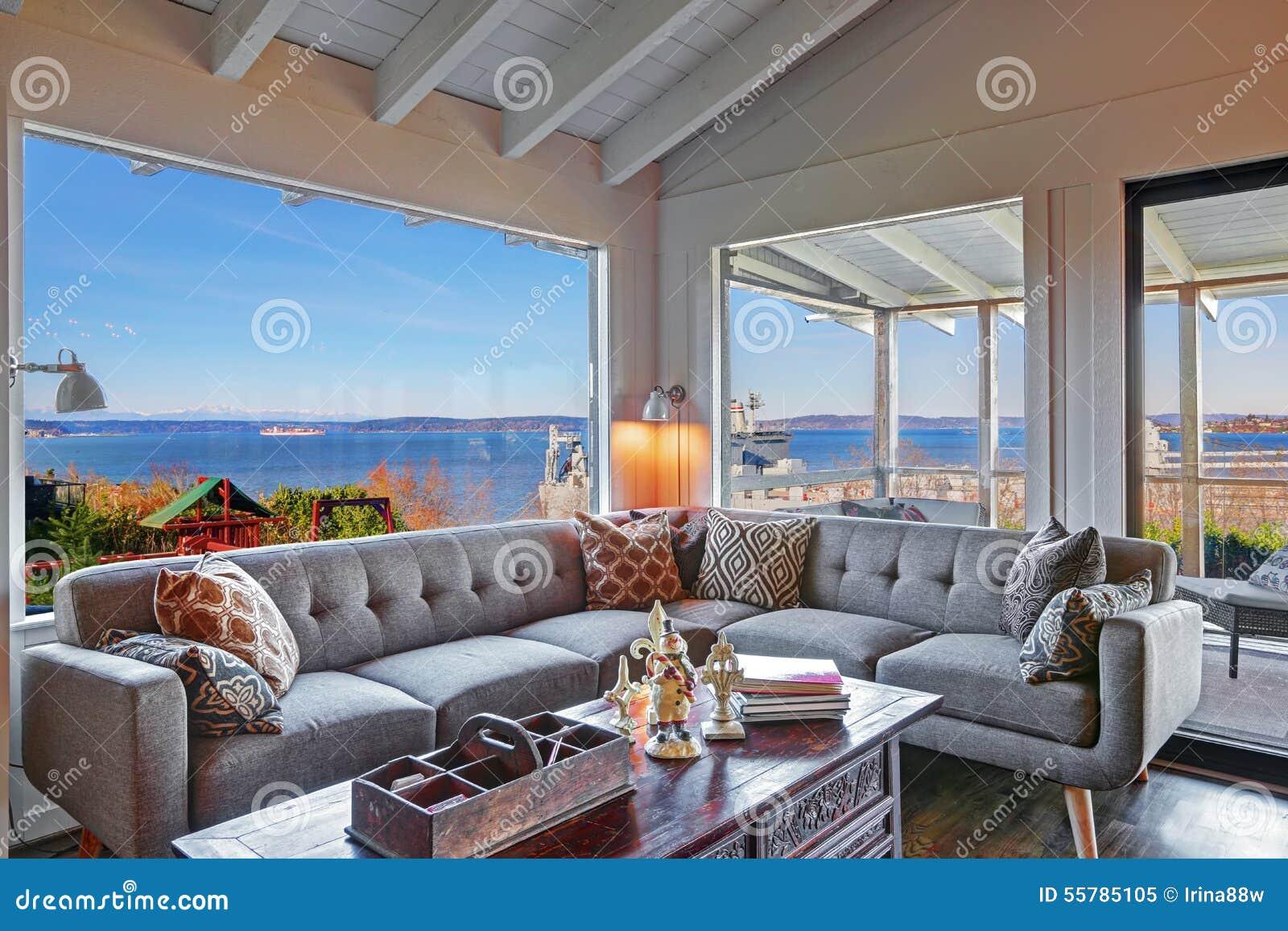 Moderne woonkamer met grijze bank stock foto's– 130 moderne ...
