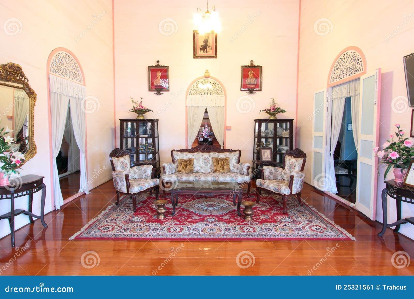 Woonkamer van huis door koloniale stijl thailand stock afbeelding afbeelding 25321561 - Koloniale stijl kantoor ...