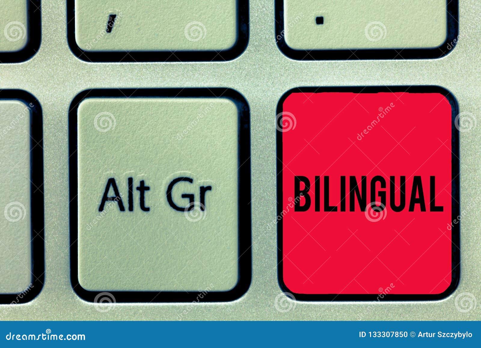Word écrivant le bilingue des textes Concept d affaires pour parler deux langues couramment ou plus de travail comme traducteur K