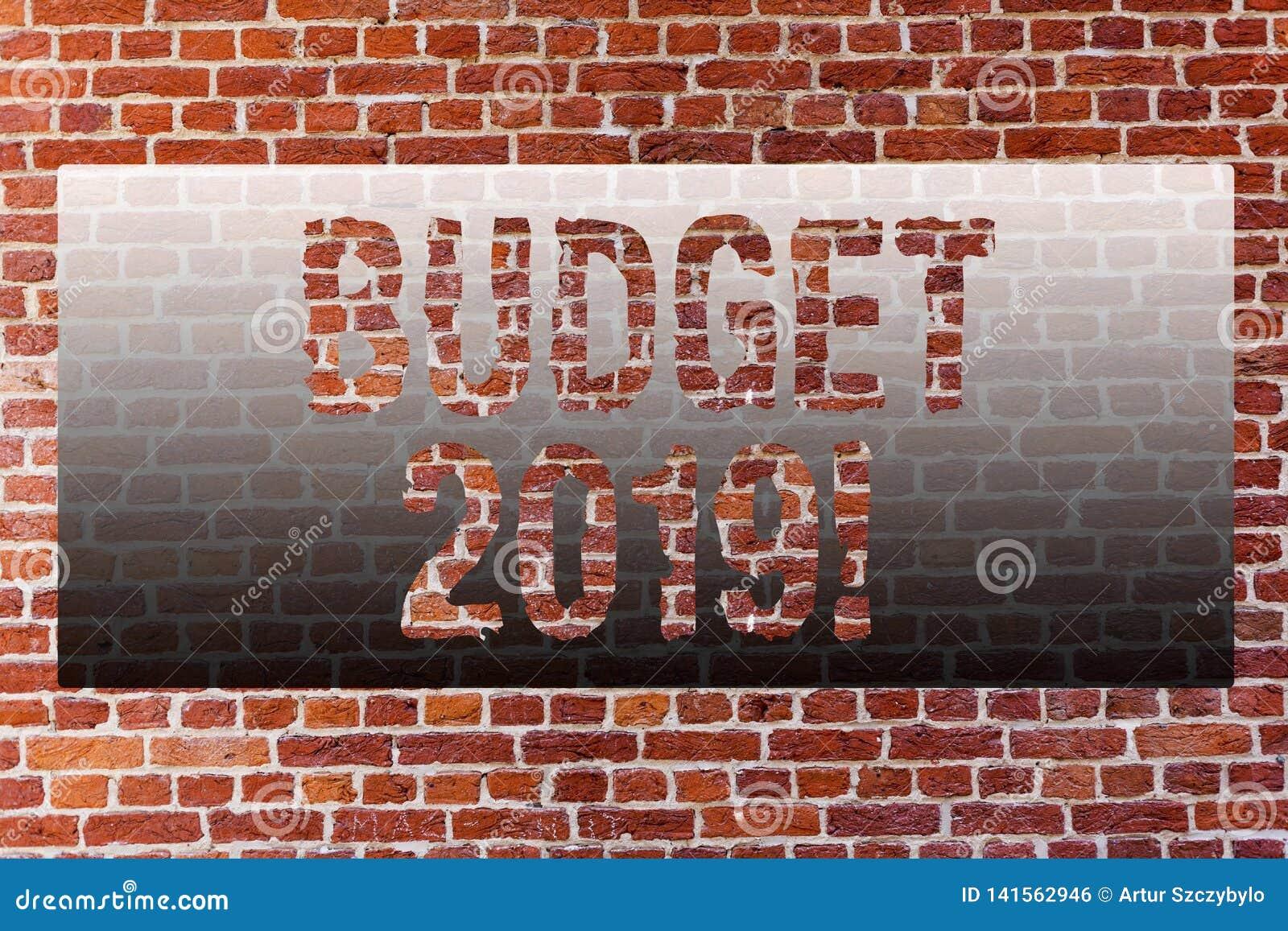 Word het schrijven tekstbegroting 2019 Bedrijfsconcept voor Nieuwe jaarraming van inkomens en uitgaven Financiële PlanBakstenen m