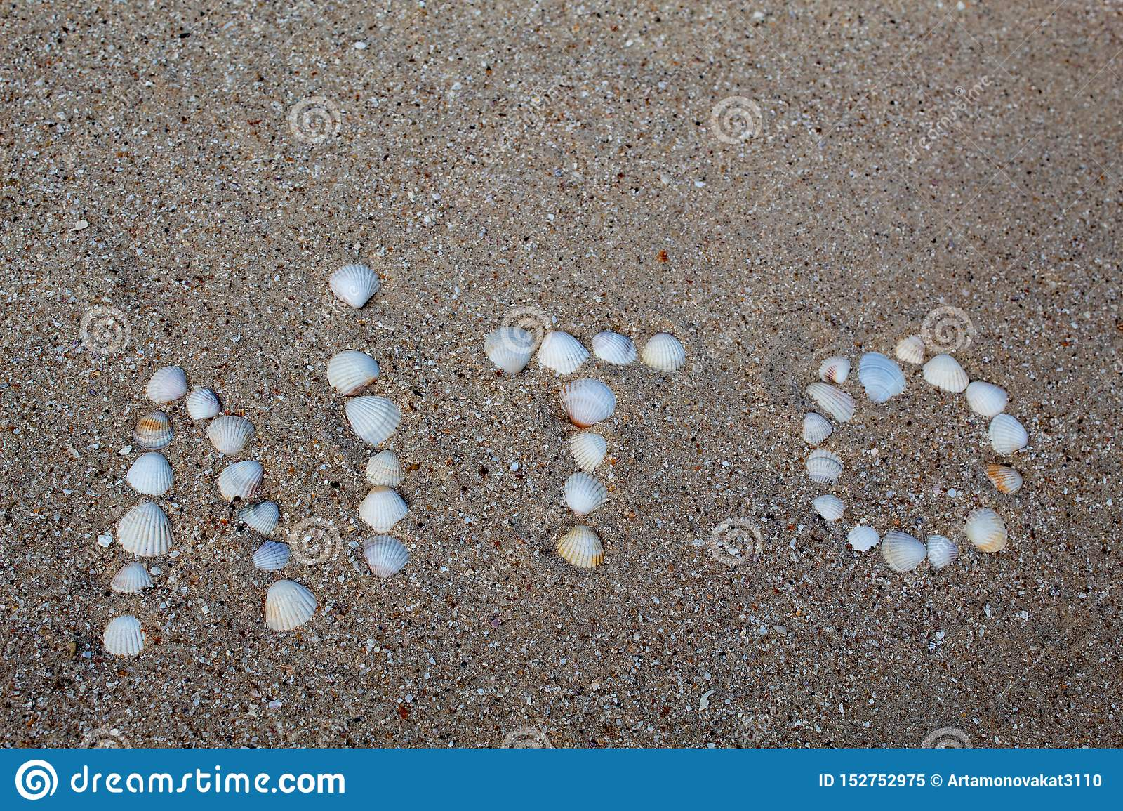 The word summer, laid out on the sand with shells, in the Ukrainian language.