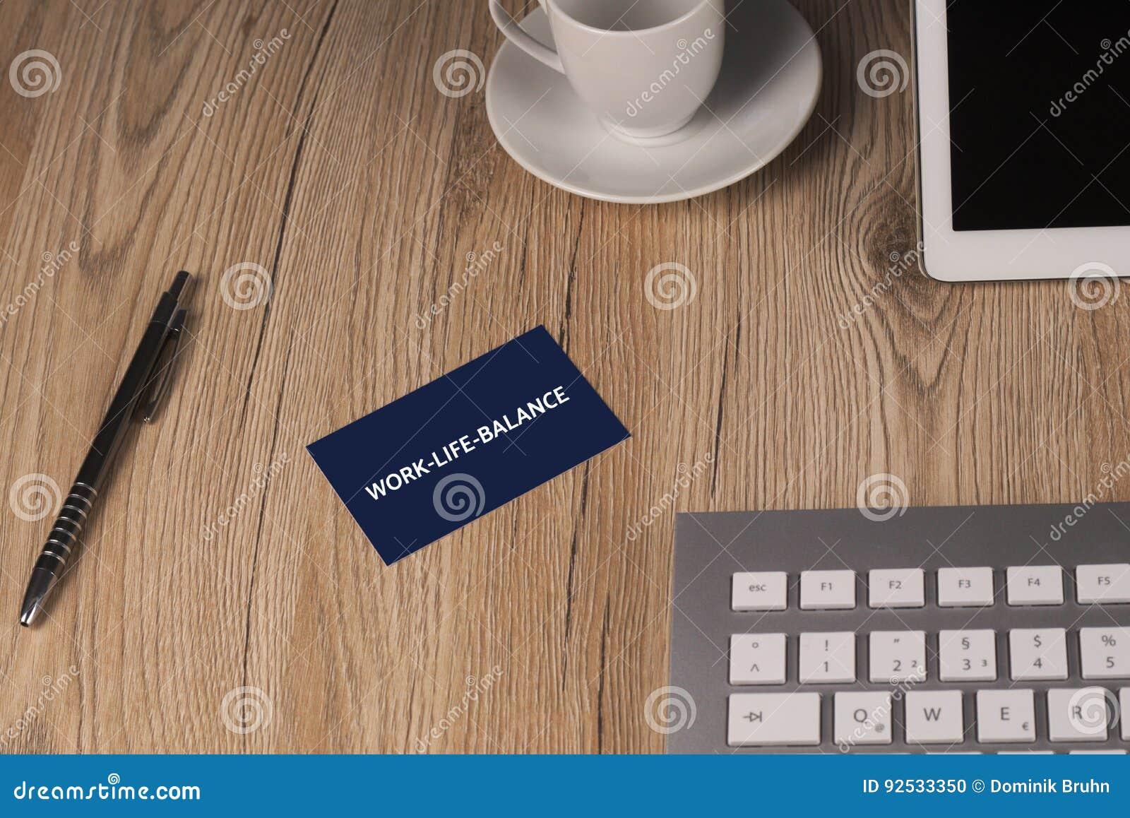 WORK-LIFE-BALANCE - изображение при слова связанные с работ-жизн-балансом темы, облаком слова, кубом, письмом, изображением, иллю