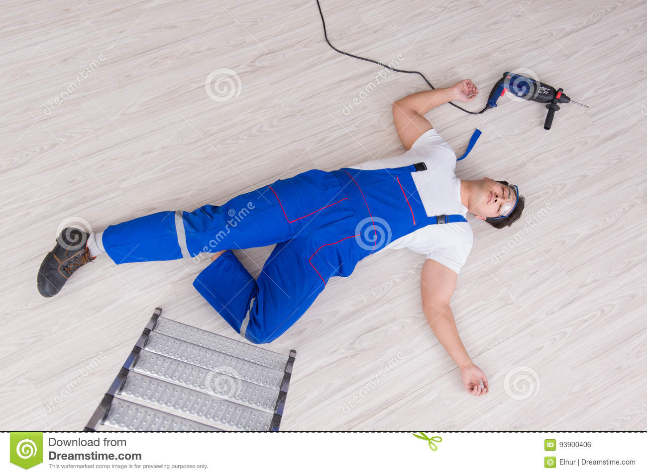 The worker after falling from height - unsafe behavior