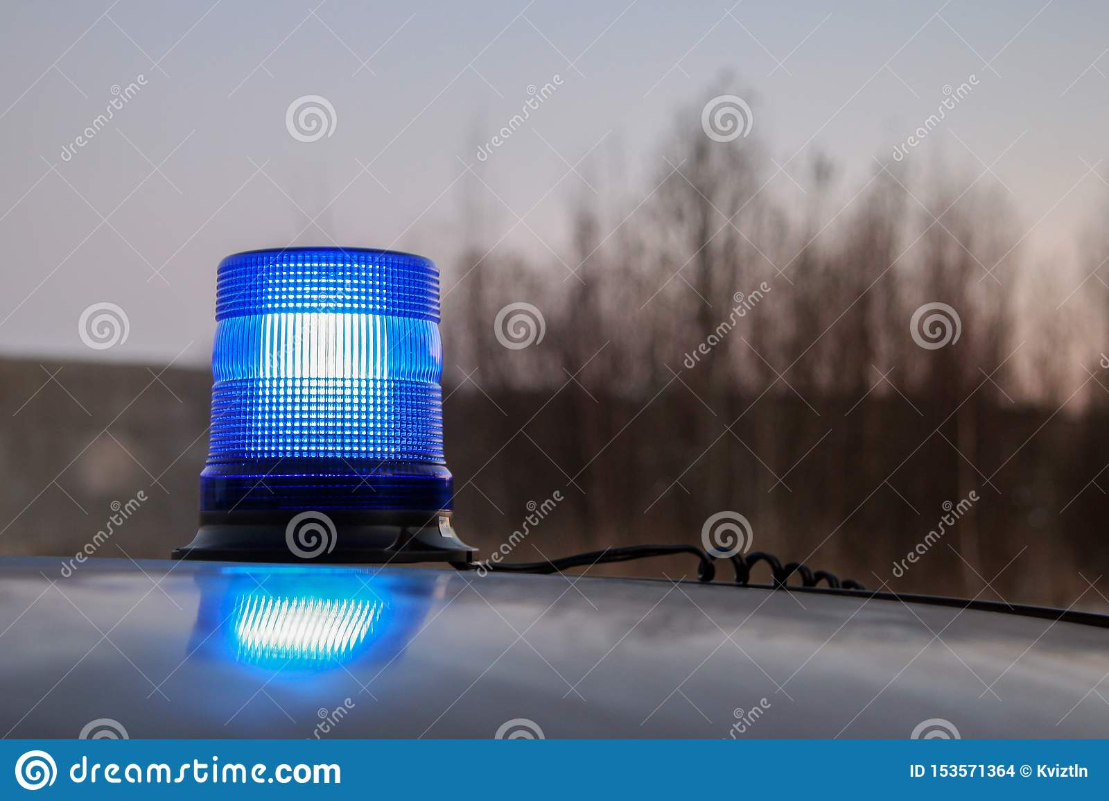 Working blue flasher on the roof of the car.
