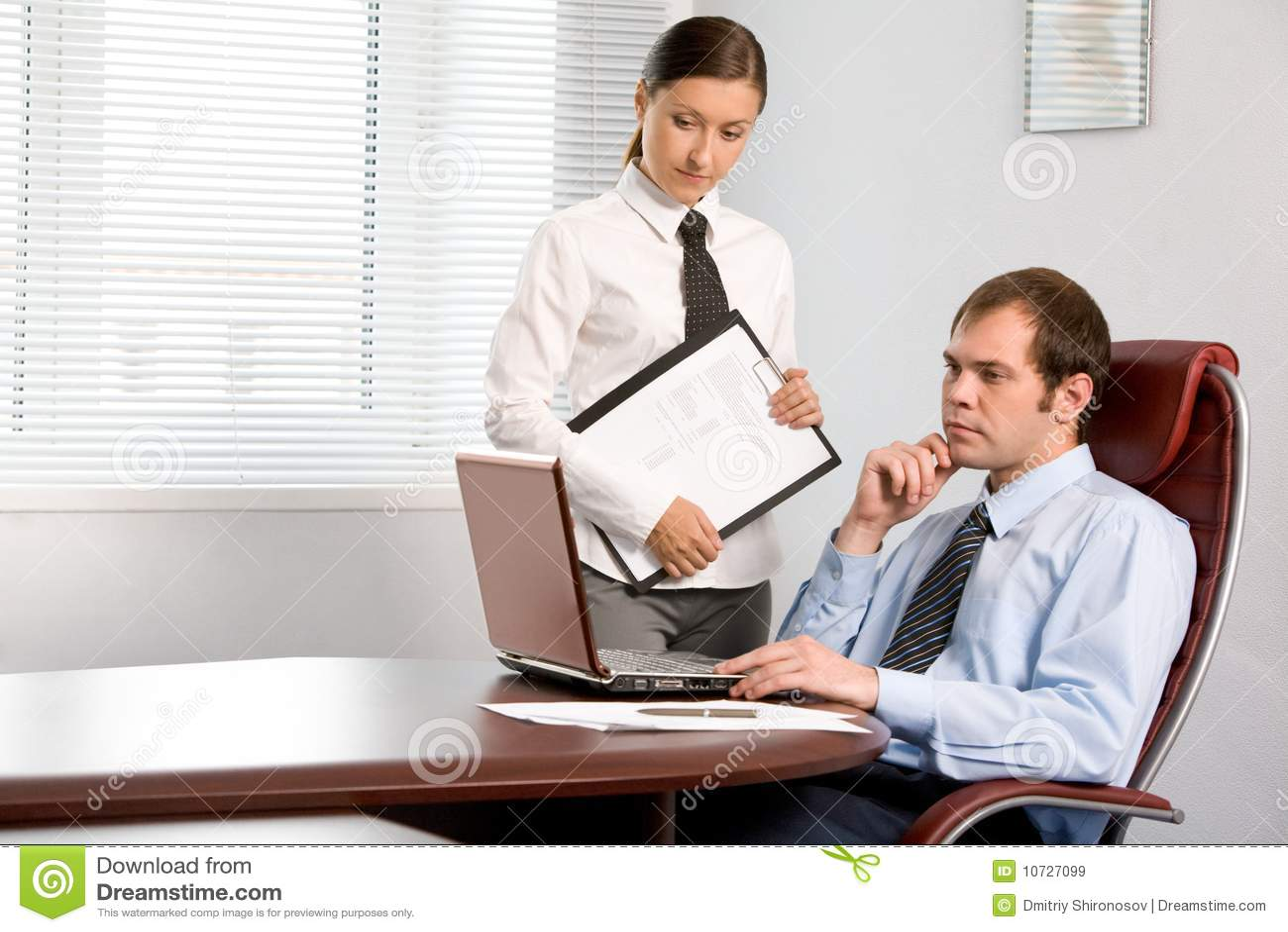 Секретарь и директор рассказ 3 фотография