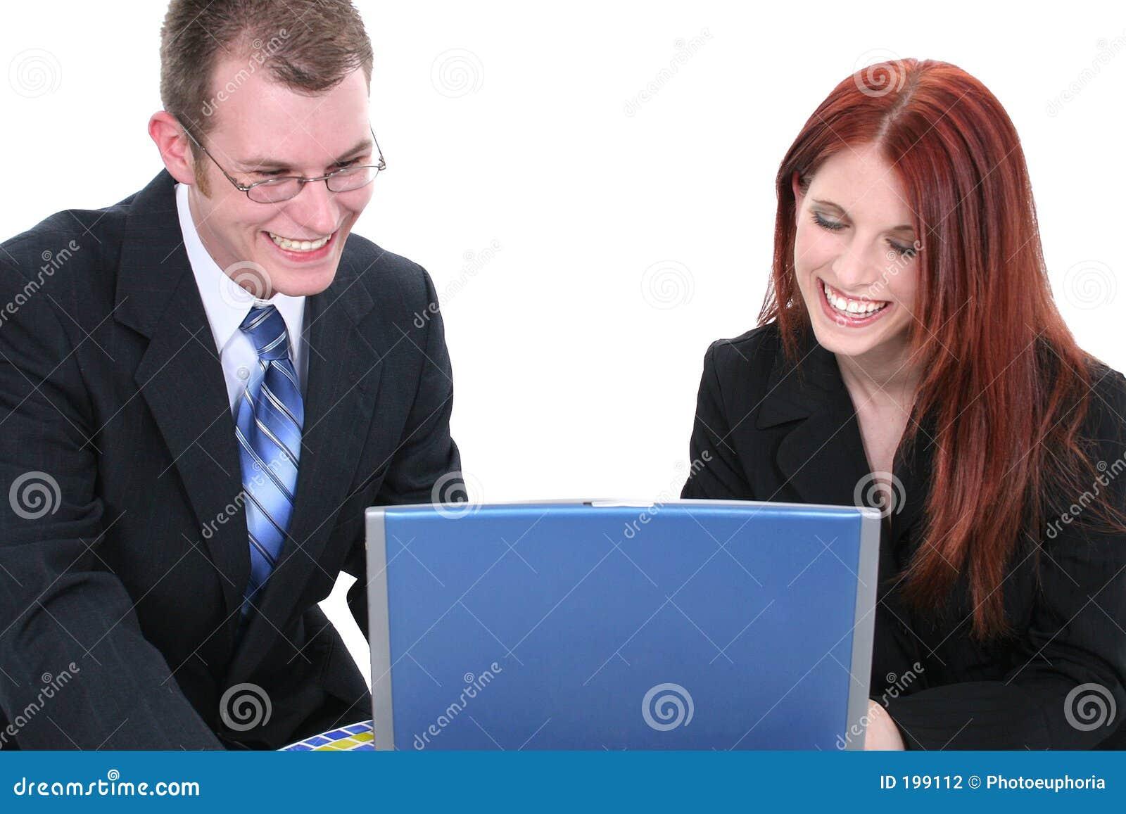 Working för kvinna för lag för man för bärbar dator för affärsdator