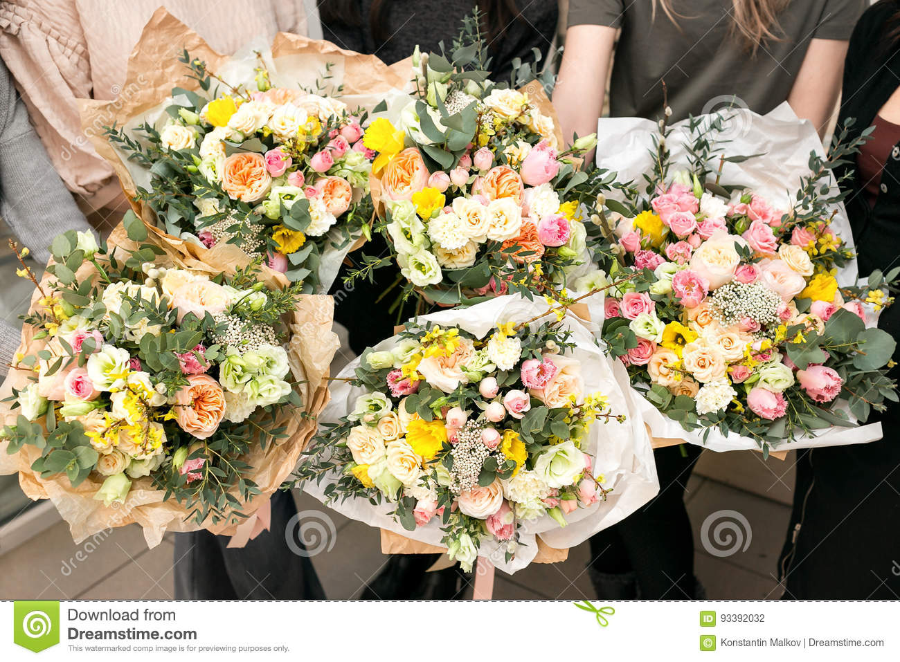 Workshop florist making bouquets and flower arrangements woman workshop florist making bouquets and flower arrangements woman collecting a bouquet of flowers izmirmasajfo