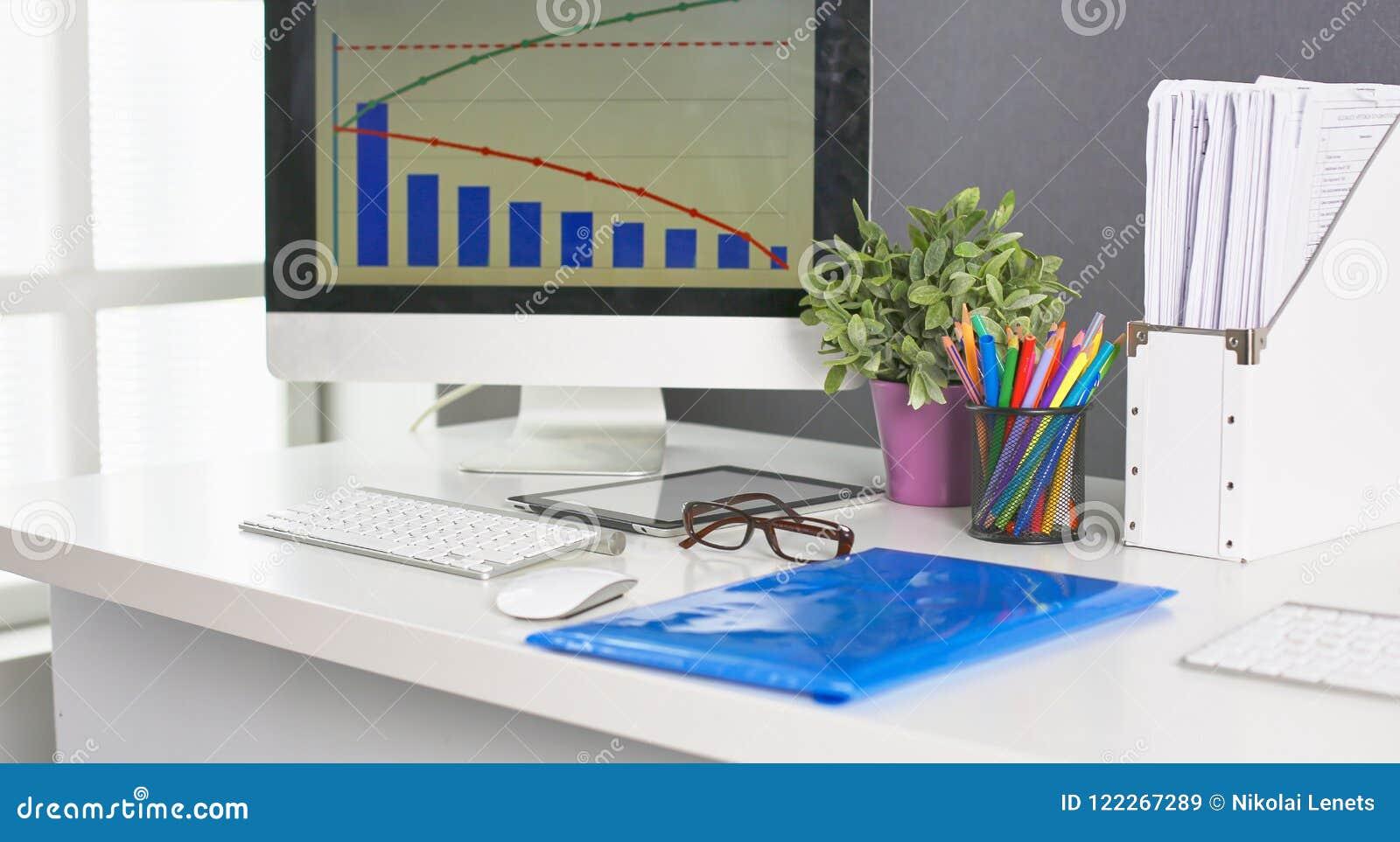 Workspace prezentaci mockup, komputer stacjonarny i biuro supp,