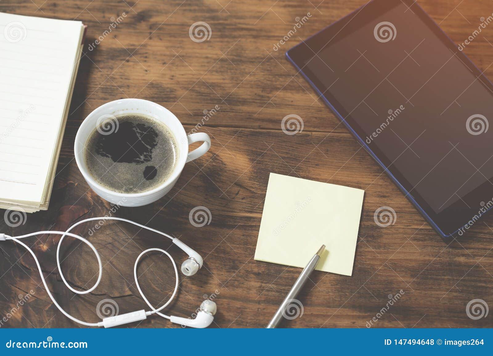 Workspace z filiżanka kawy