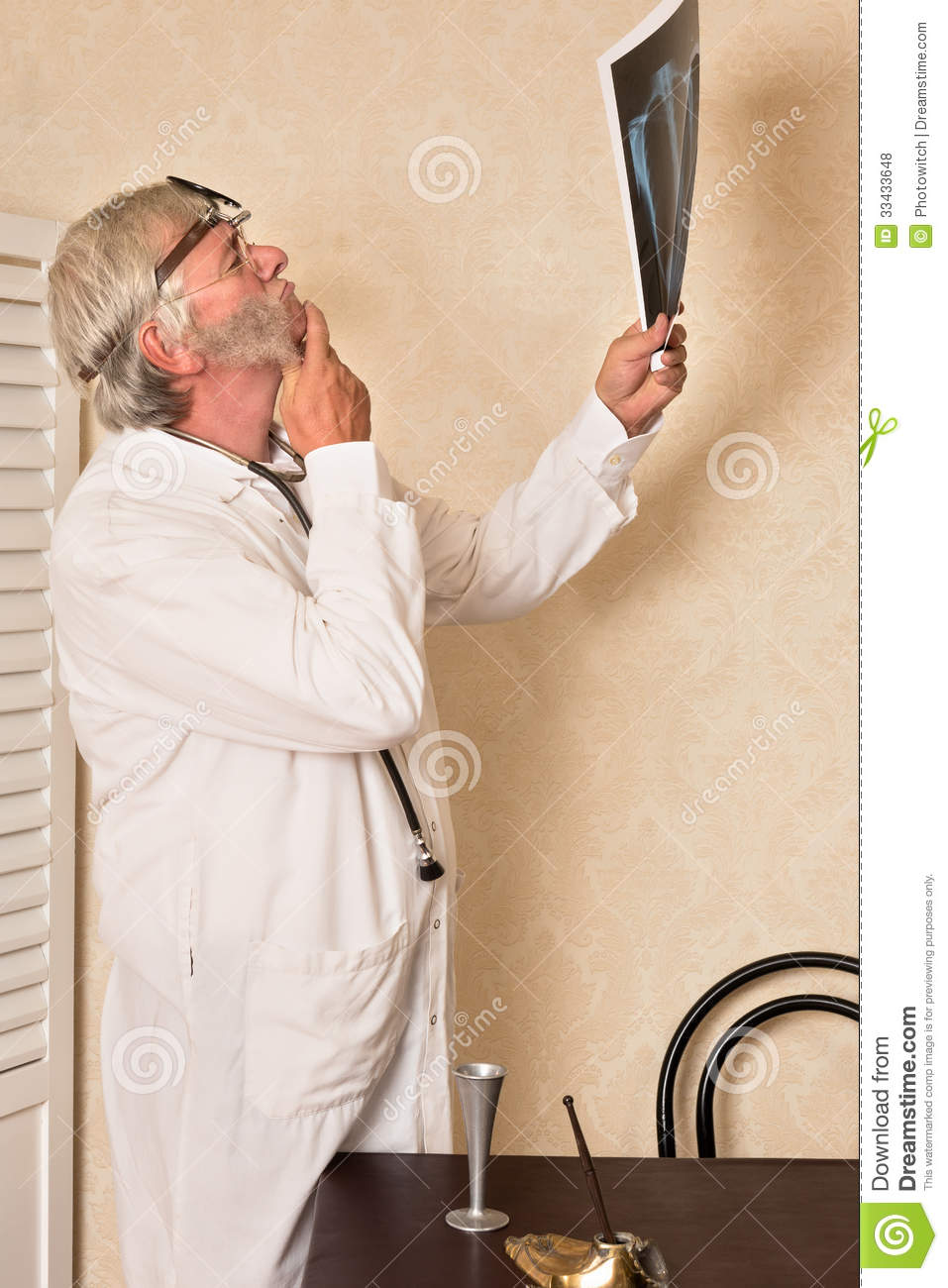 Worried Doctor With X Ray Royalty Free Stock Photos