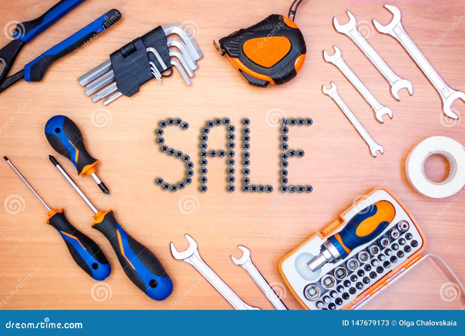 Wpisowa sprzedaż w ramie robić budów narzędzia na drewnianym tle