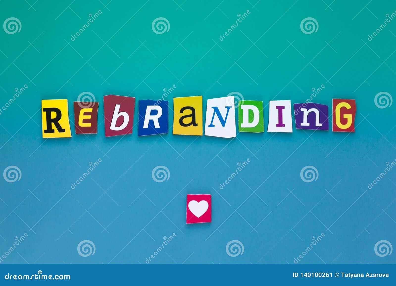 Wpisowy Rebranding Słowo pisze tekscie pokazuje pojęcie Rebranding zrobił różny magazyn gazety list dla biznesu
