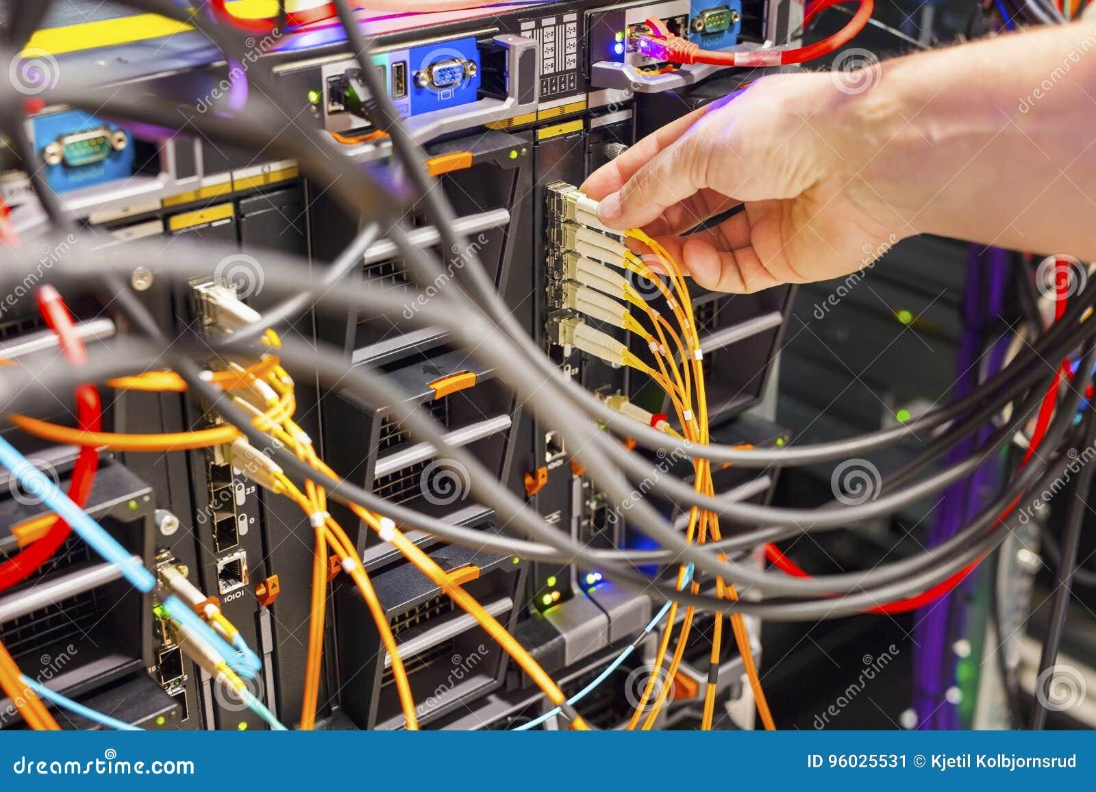 Wręcza Czopować włókno kabel W zmianę W Datacenter