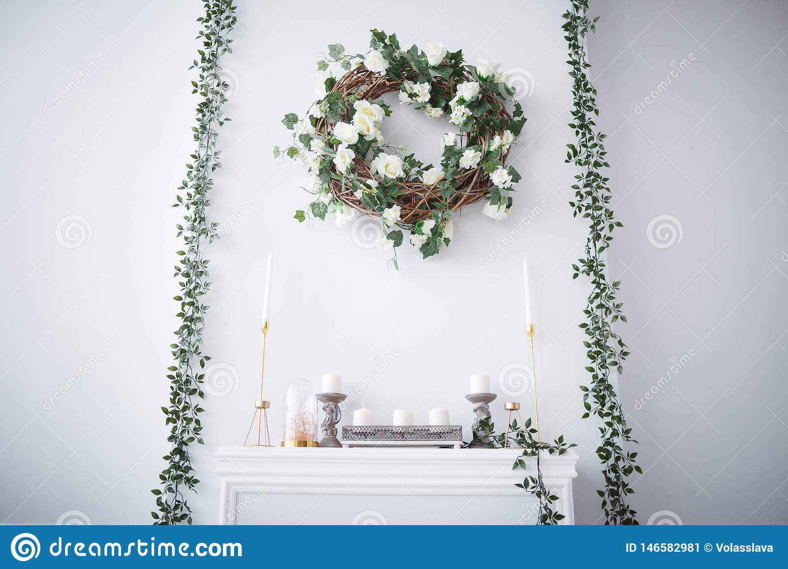 A wreath of roses hangs over the fireplace