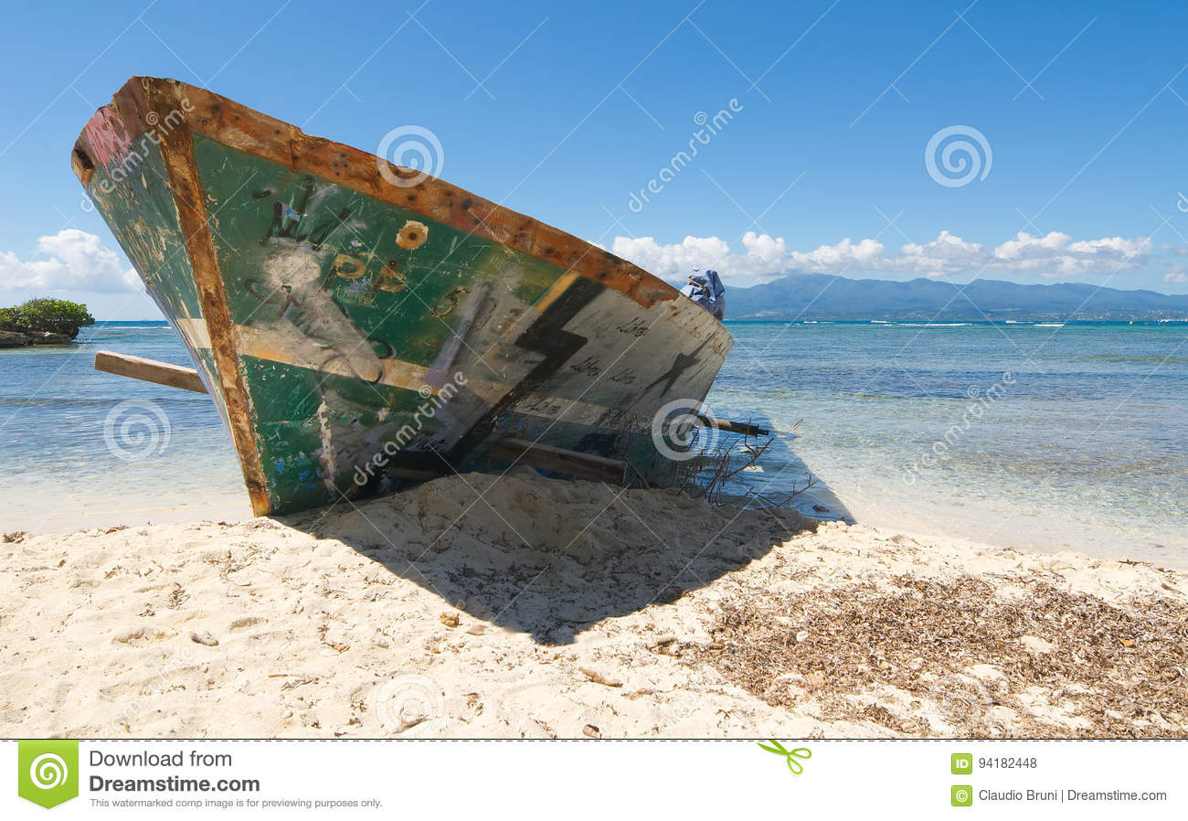 Wreck on white tropical beach - Le Gosier island - Guadeloupe