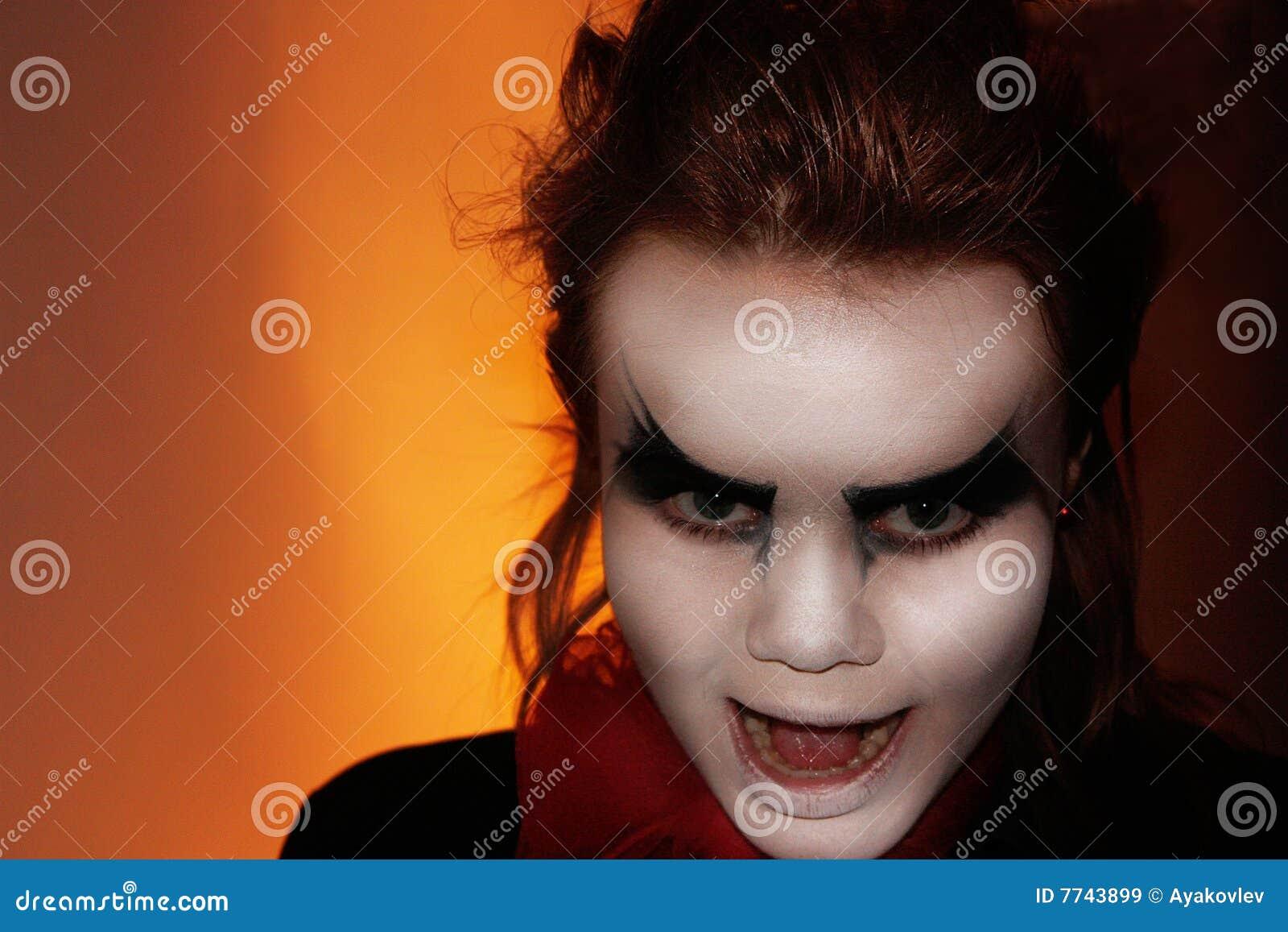Wreed meisje met donkere ogen