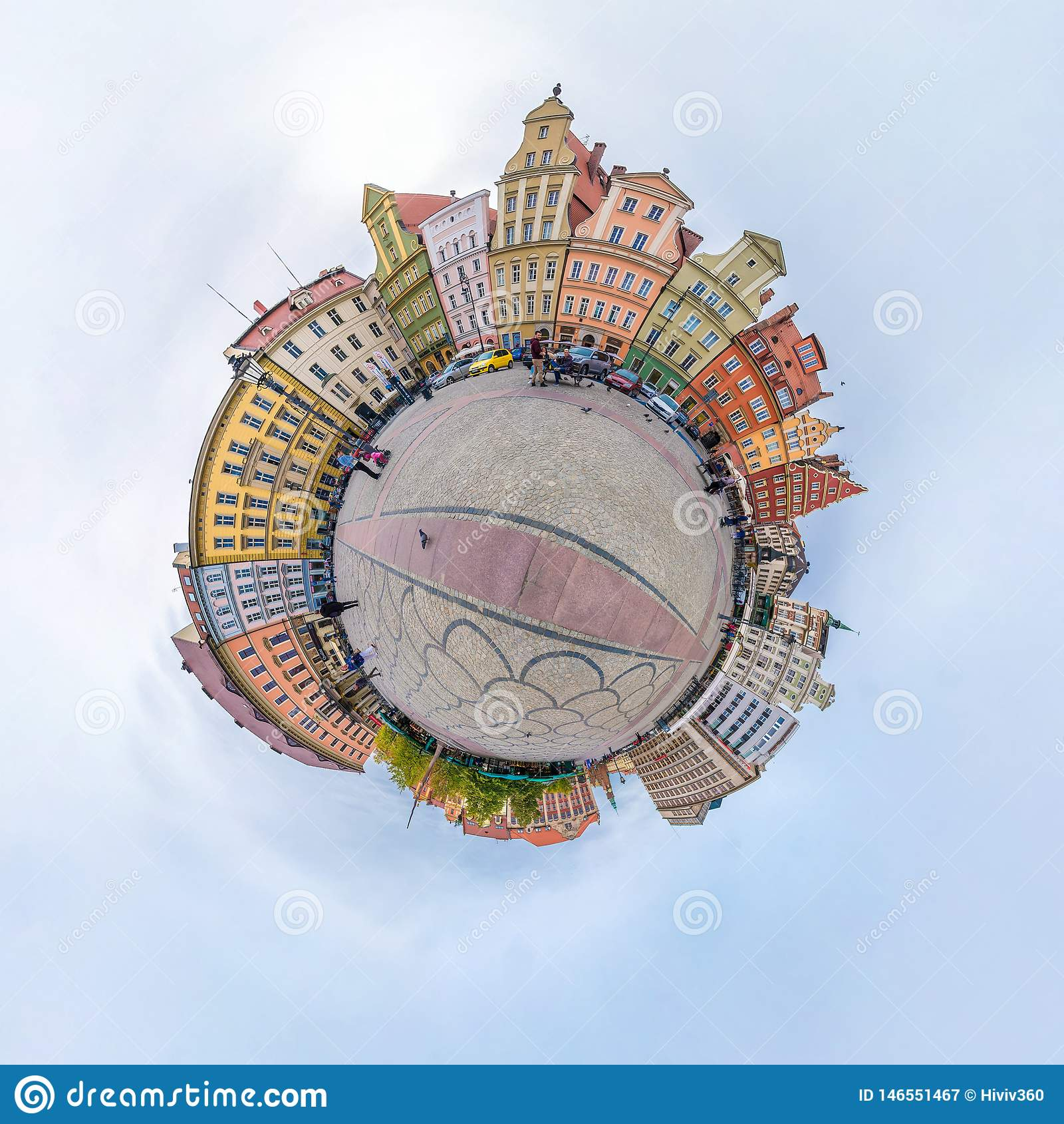 WROCLAW, POLOGNE - OCTOBRE 2018 : Peu plan?te Vue a?rienne sph?rique du panorama 360 sur la ville m?di?vale antique Wroclaw, Polo