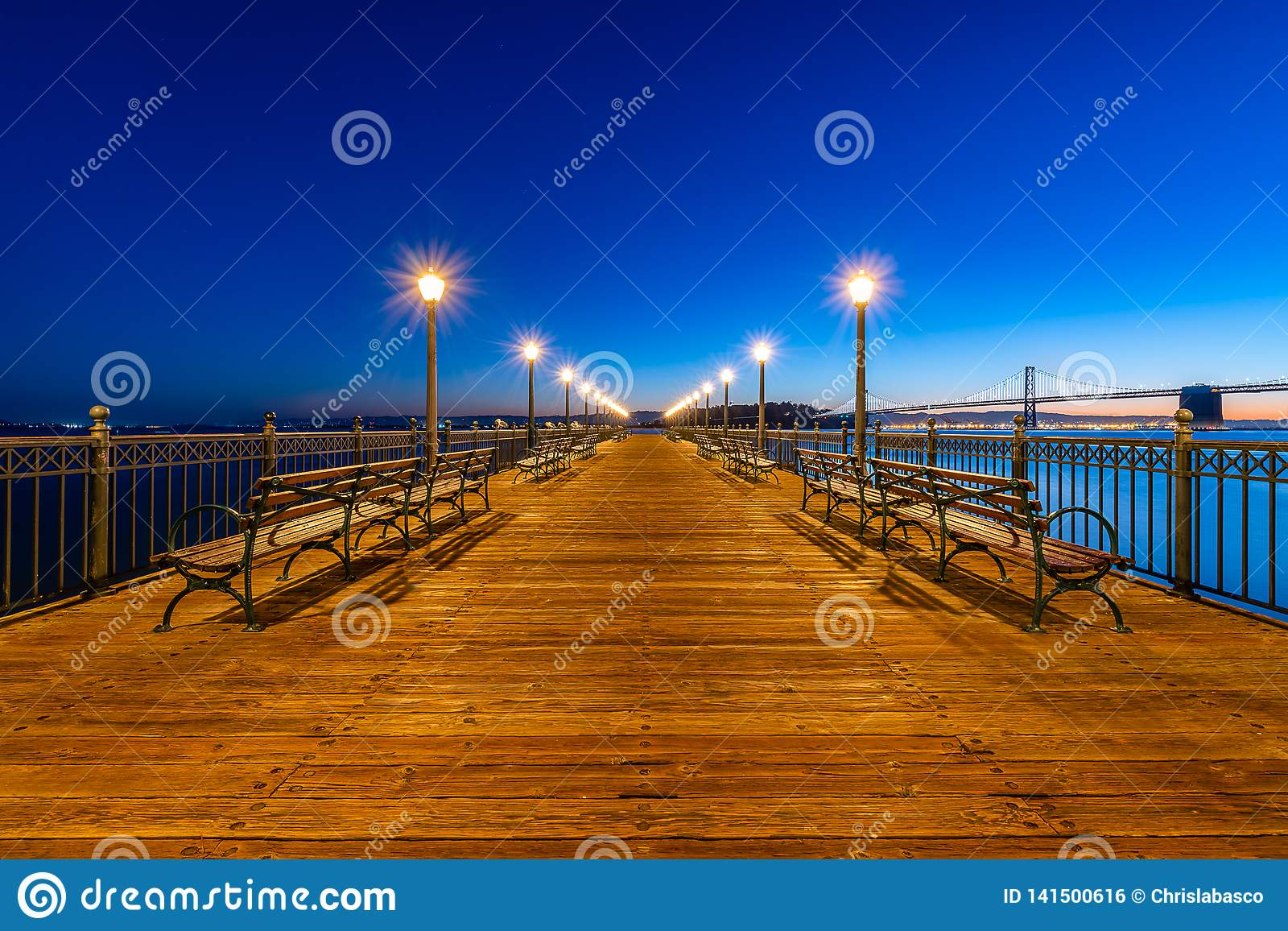 Wschód słońca nad San Francisco molem 7