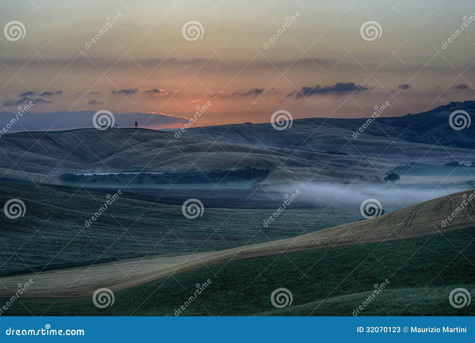 Wschód słońca nad Crete Senesi