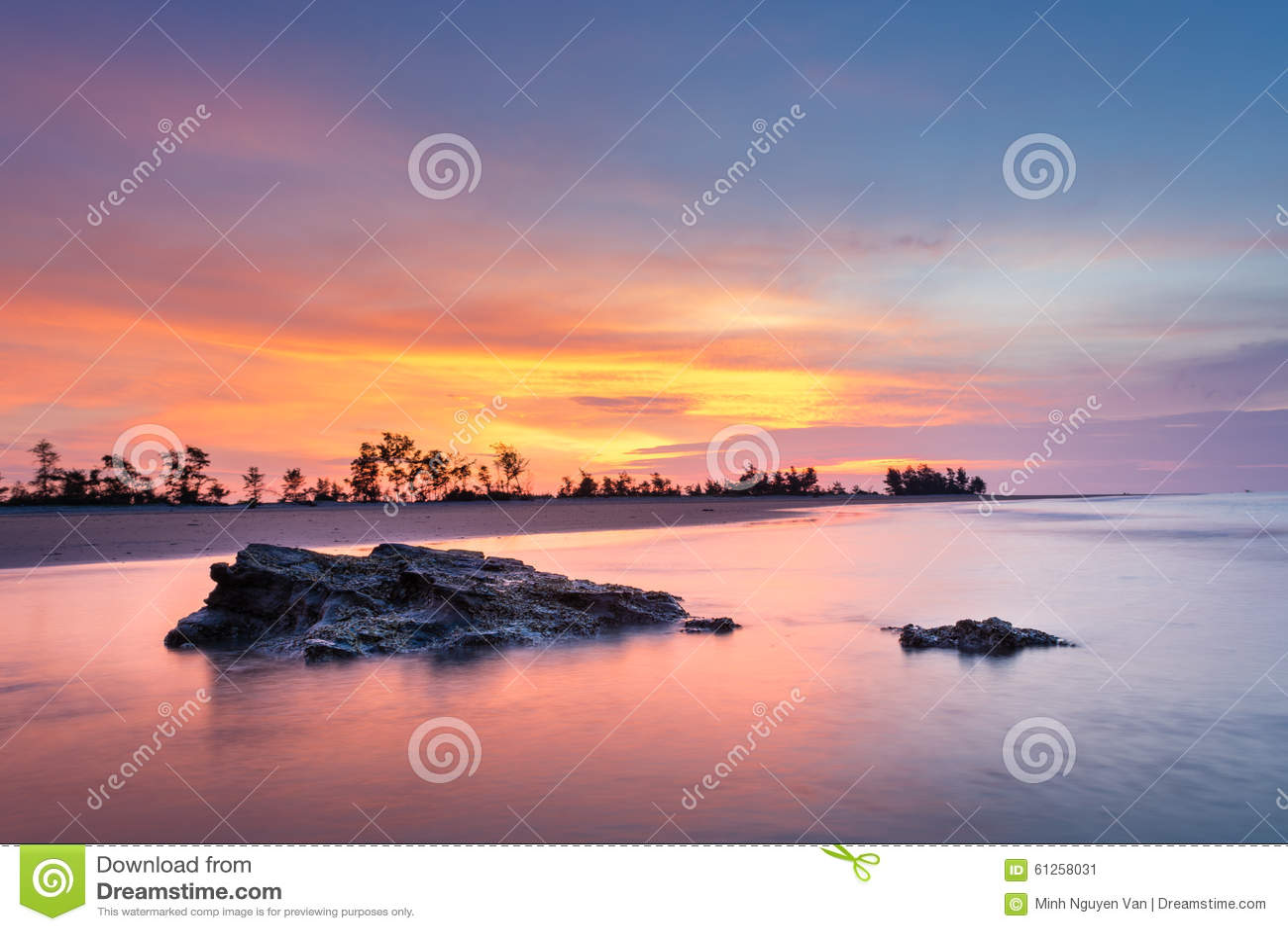 Wschód słońca nad morza czarnego