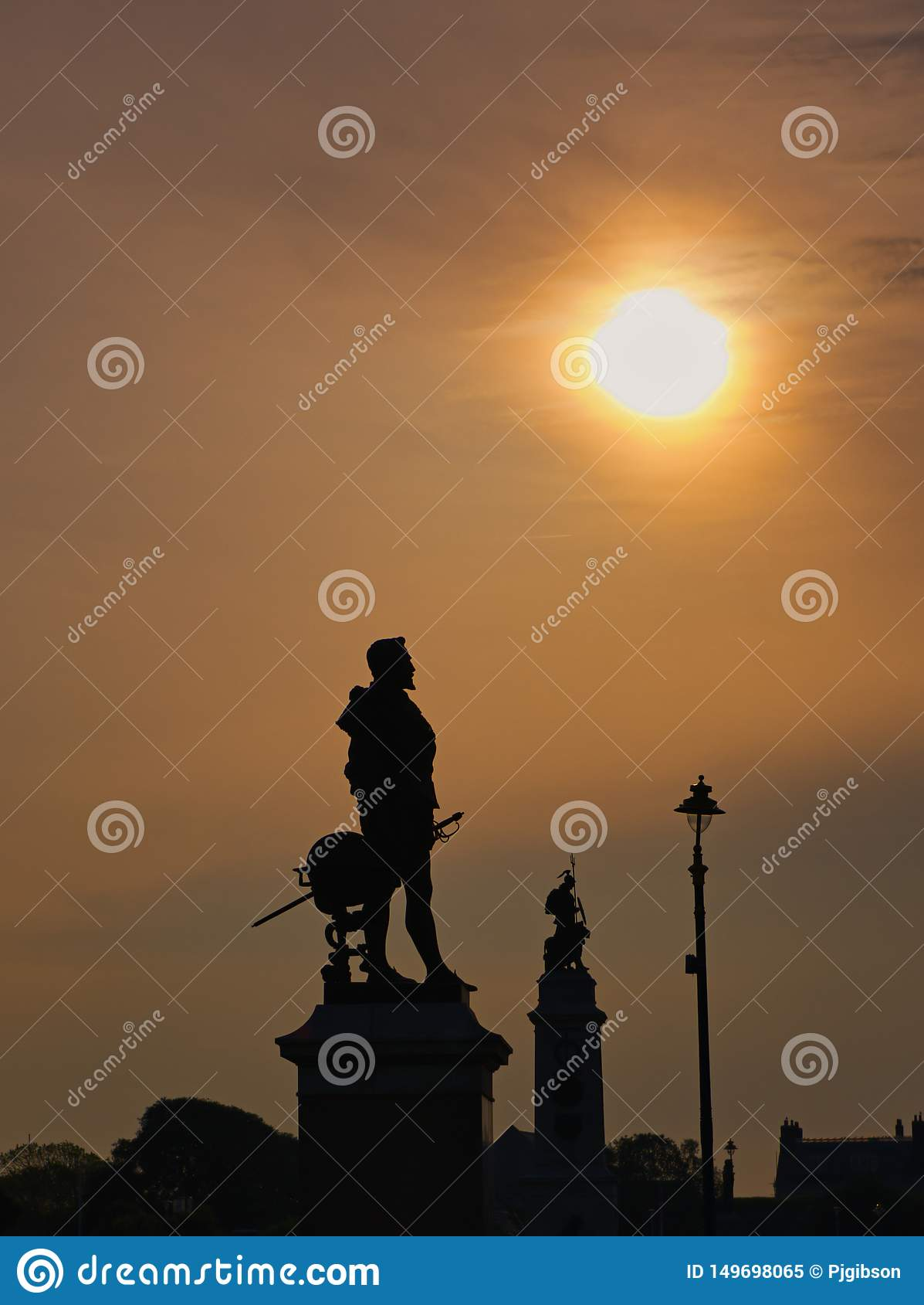 Wschód słońca nad Sir Francis Drake Plymouth motyką
