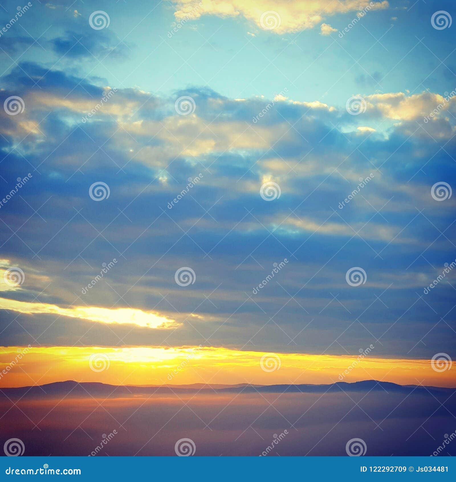 Wschód słońca od hilll