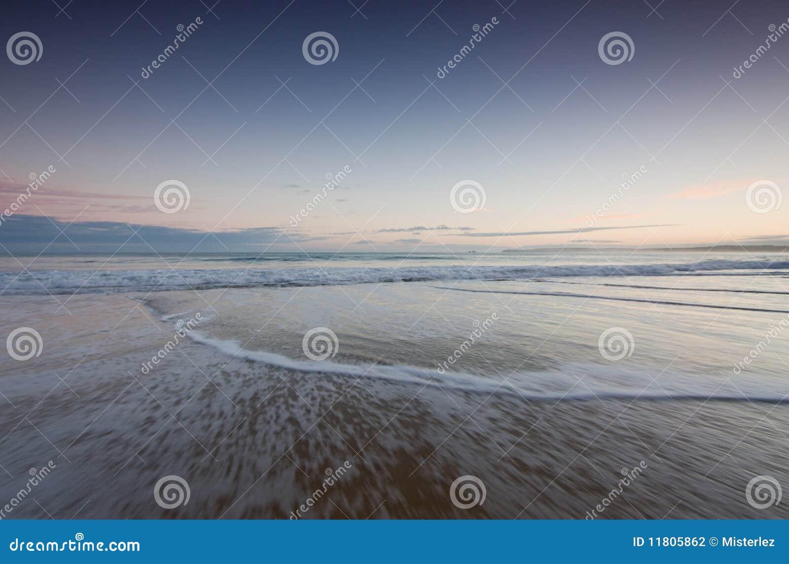 Wschód słońca plażowe fala