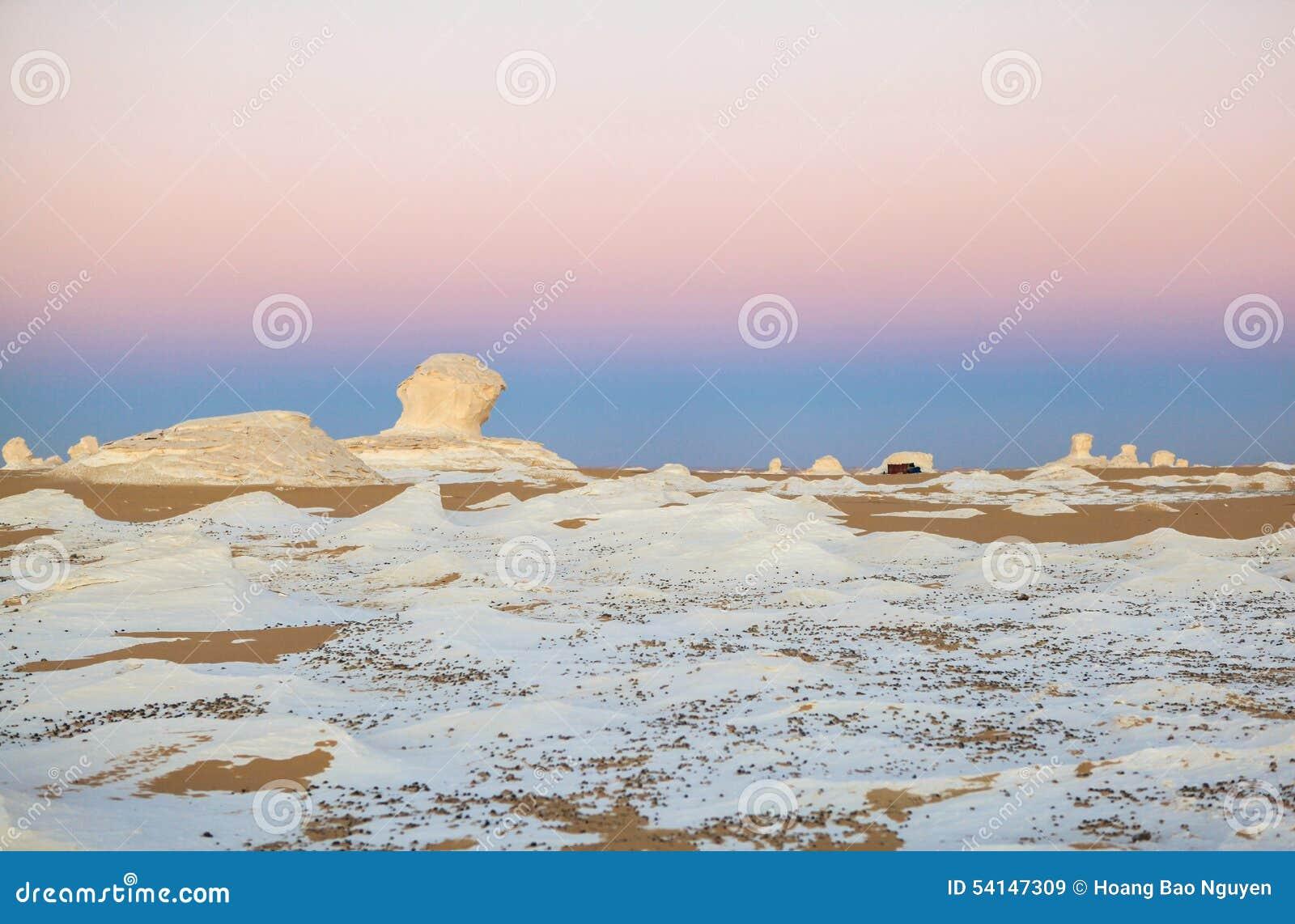 Wschód słońca przy biel pustynią, Egipt