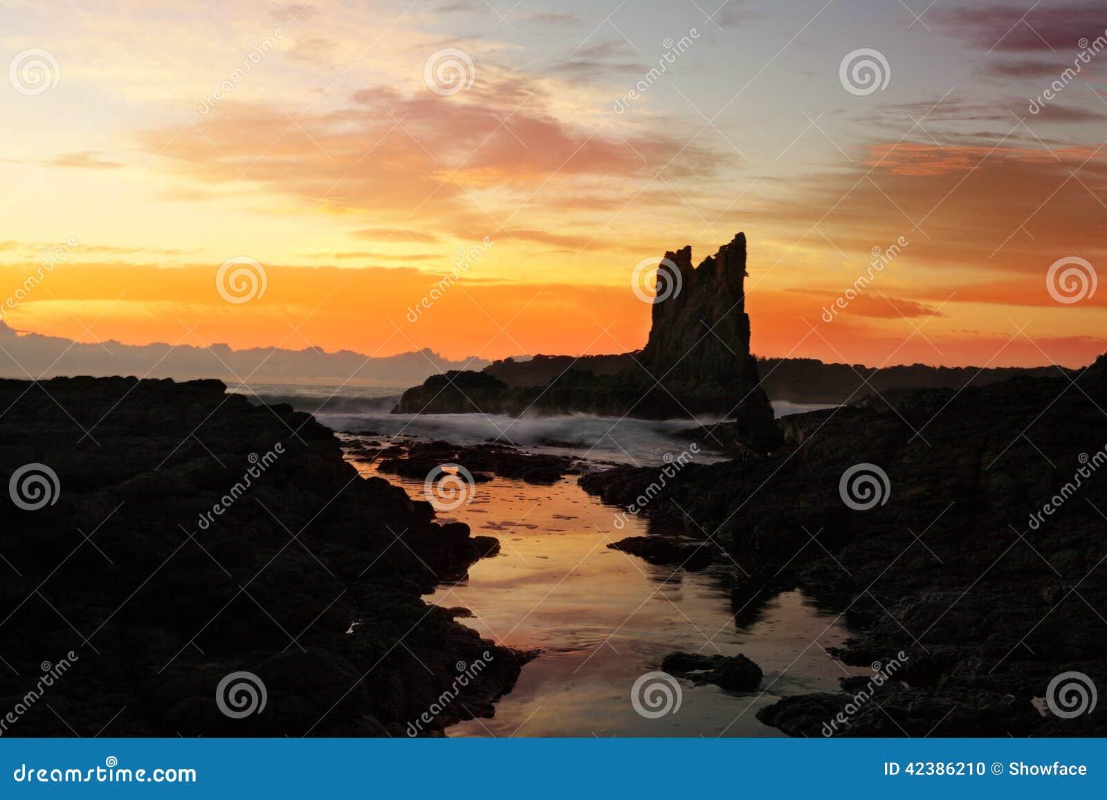 Wschód słońca przy katedr skałami, Kiama Zestrzela Australia