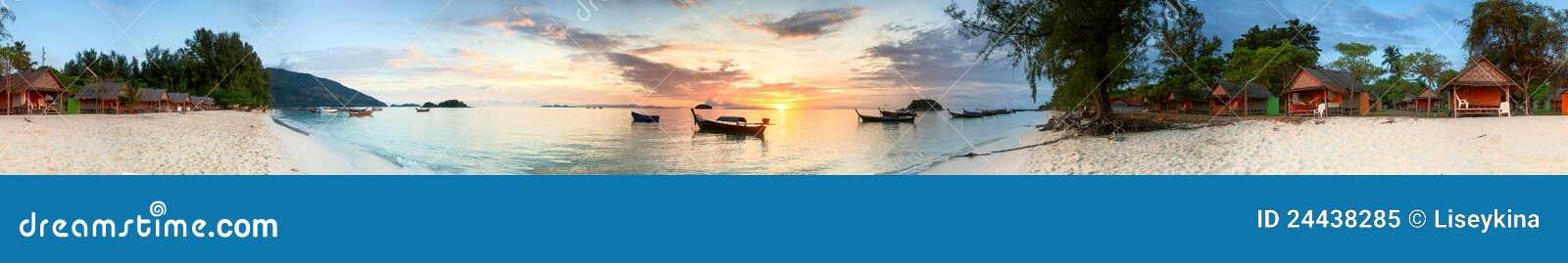 Wschód słońca tropikalny
