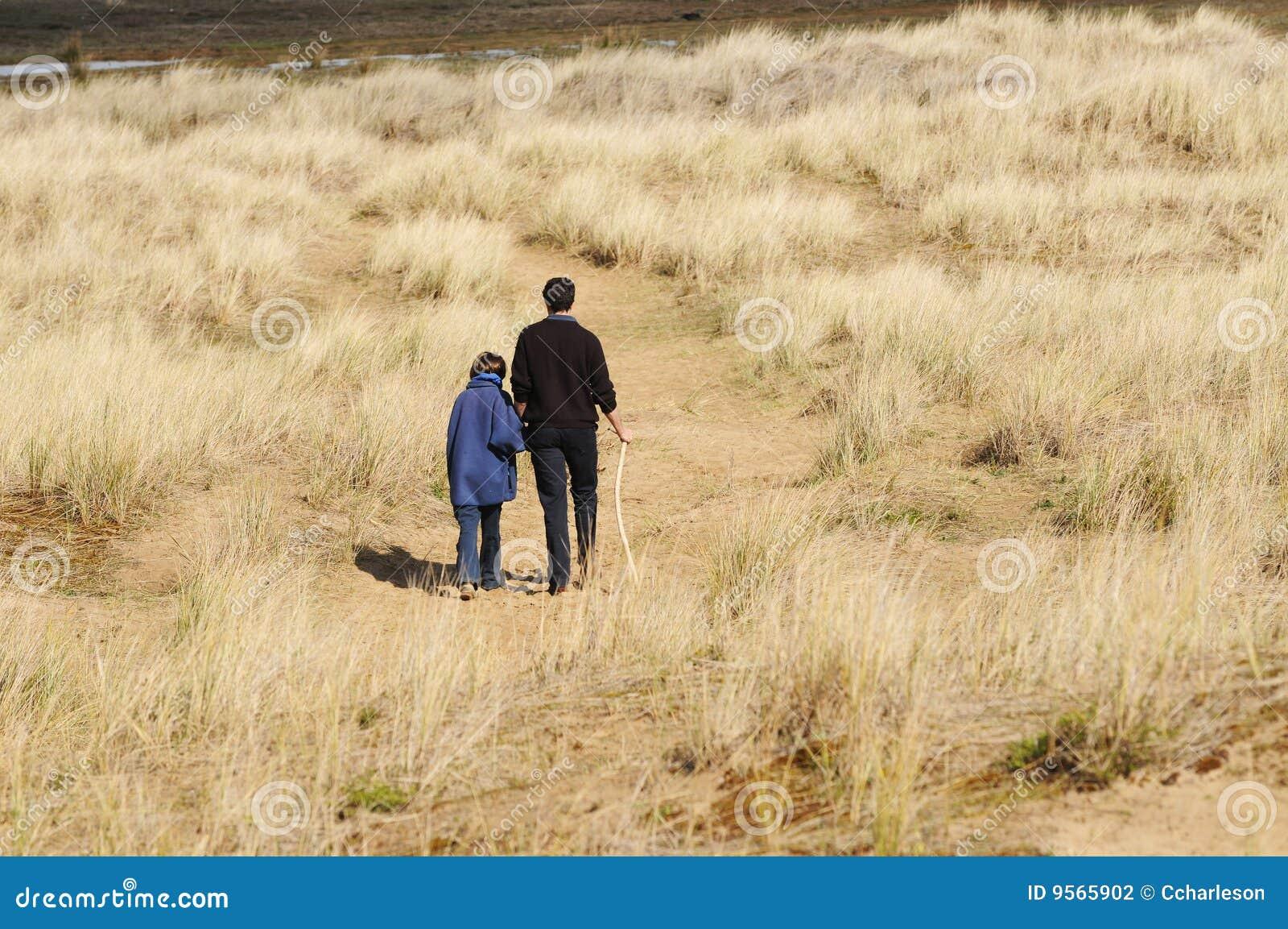 Wsi córki ojca spacer