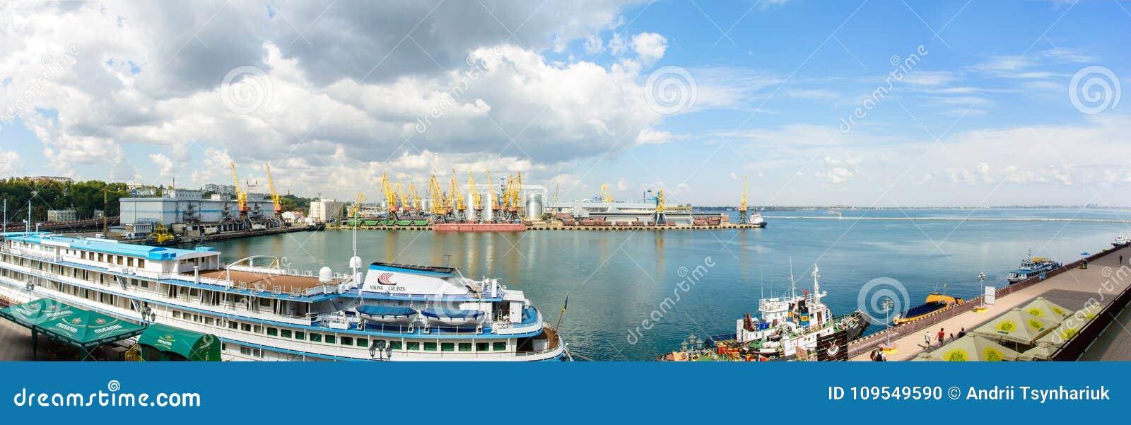 Wspaniała lato panorama Odessa port z pięknym statkiem