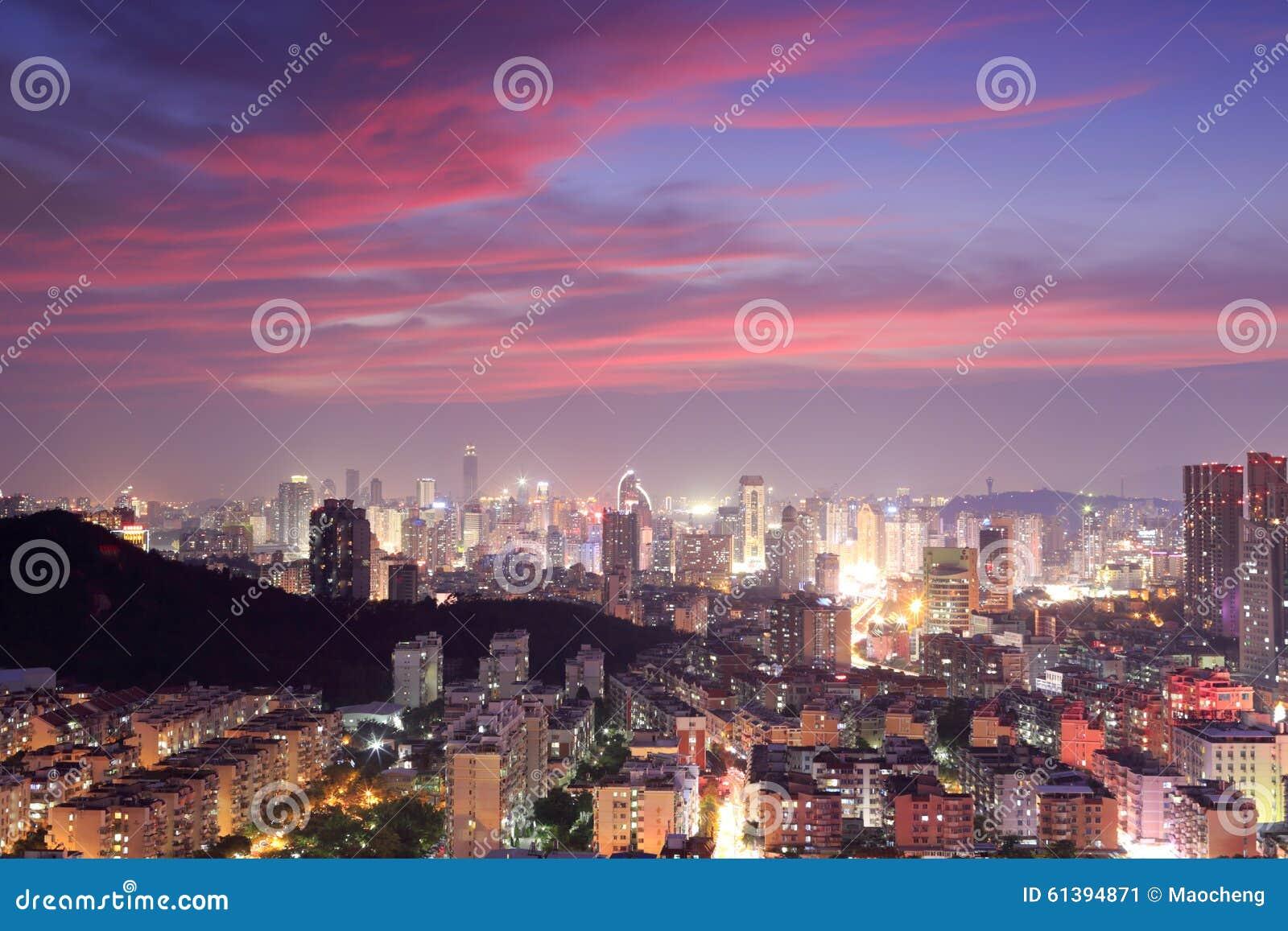 Wspaniała zmierzch łuna nad Xiamen miastem