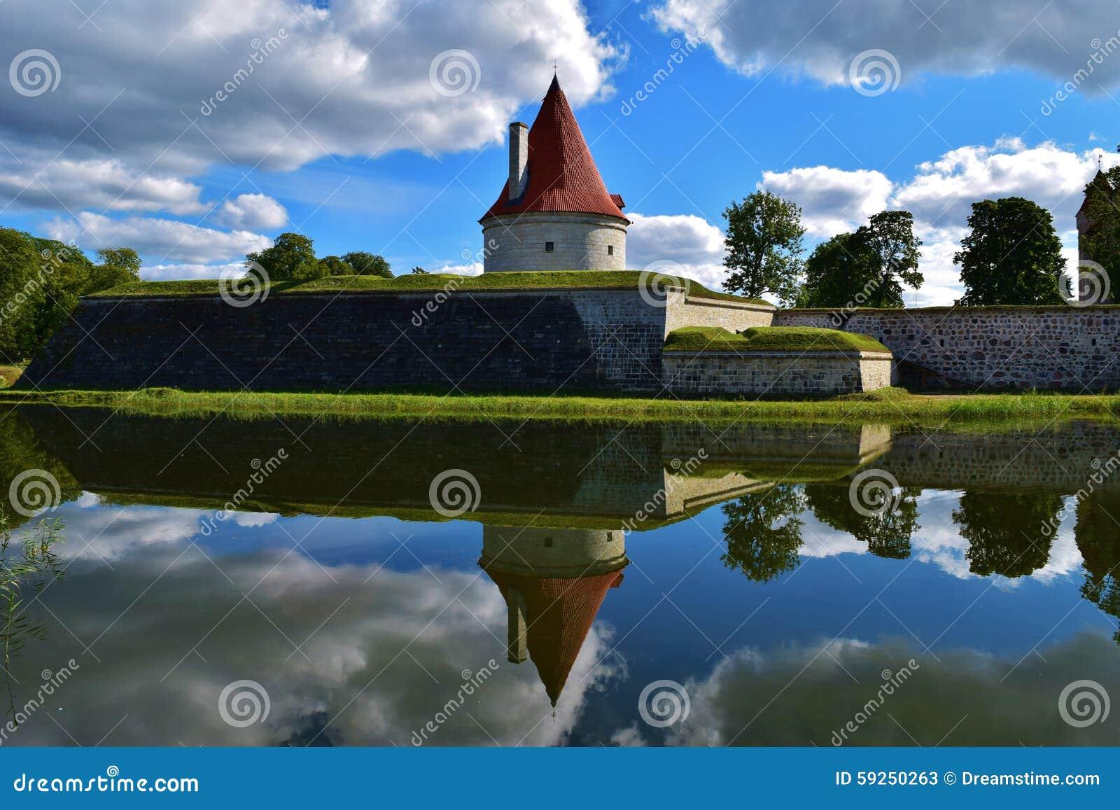 Wspaniały kasztelu wierza w Kuressaare fortecy, Estonia