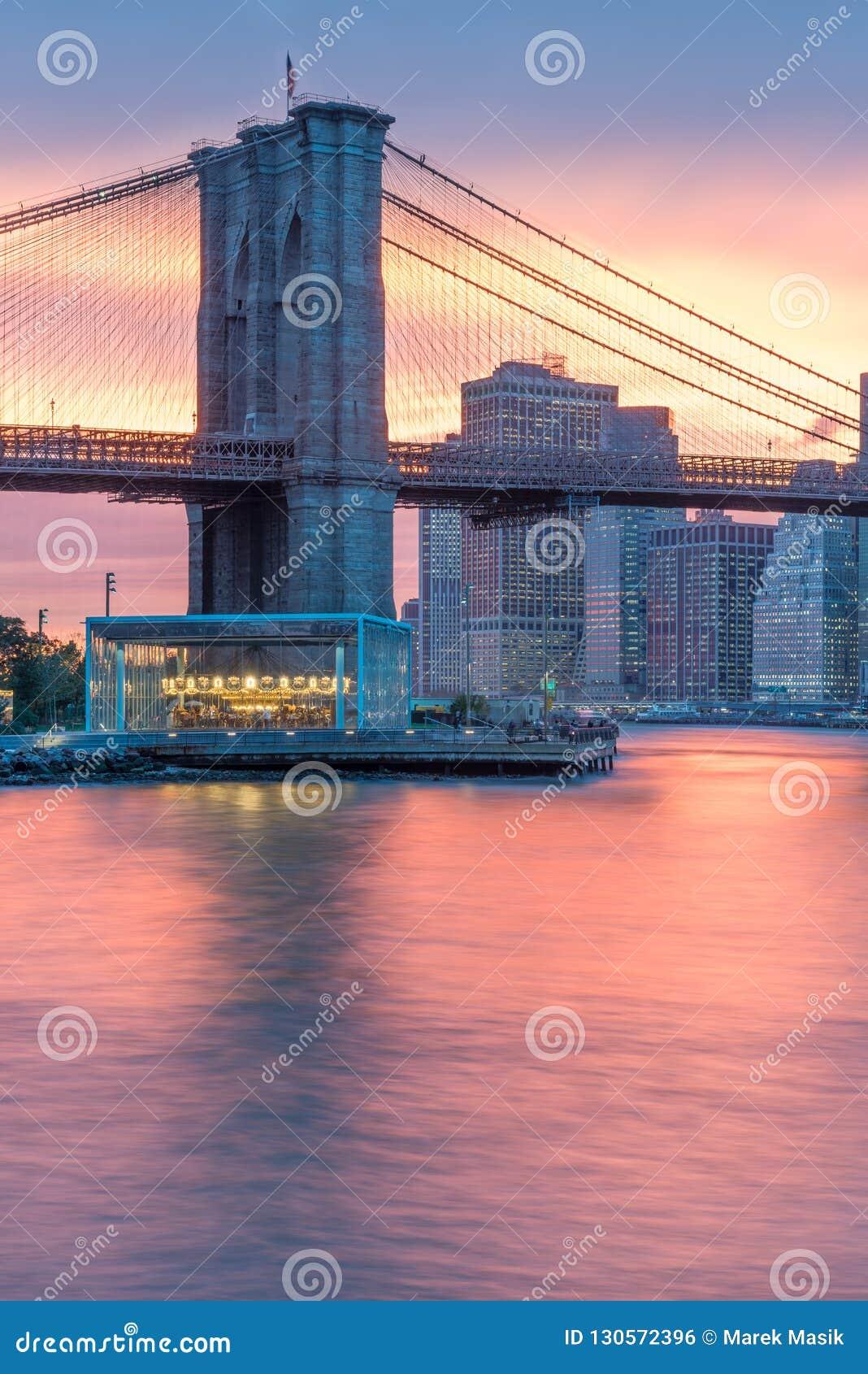 Wspaniały widok niski most brooklyński i Manhattan