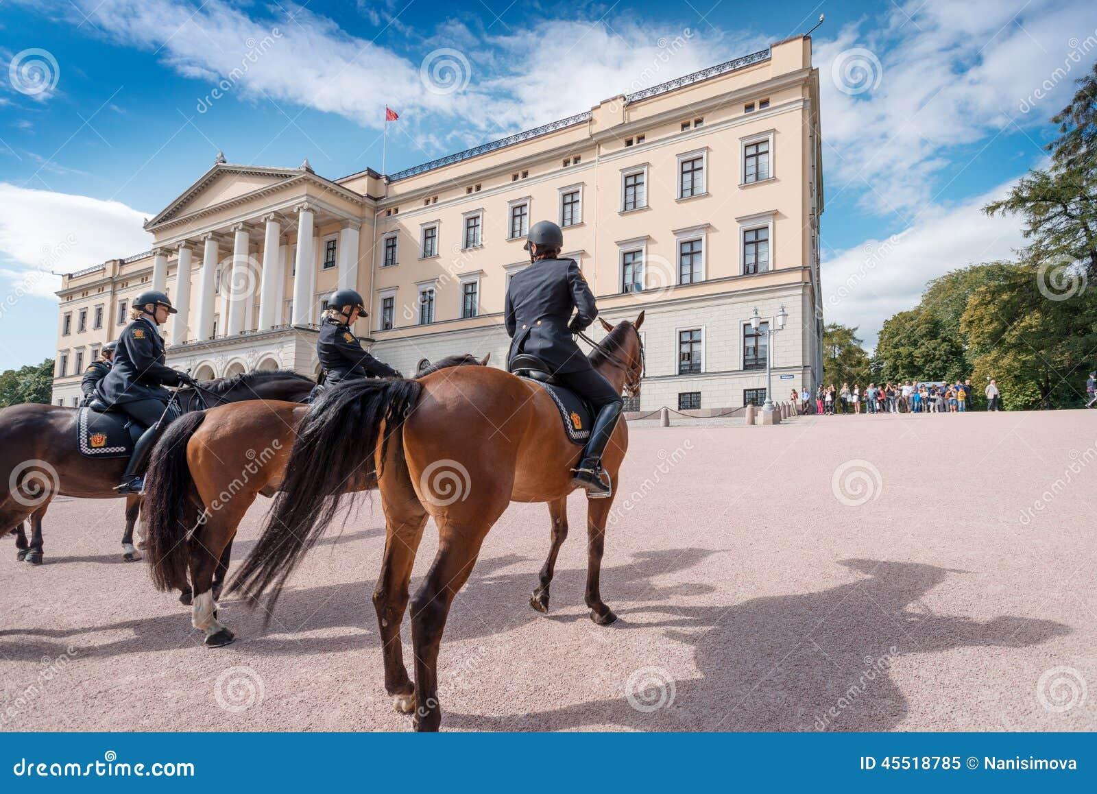 Wspinający się Milicyjny blisko Royal Palace