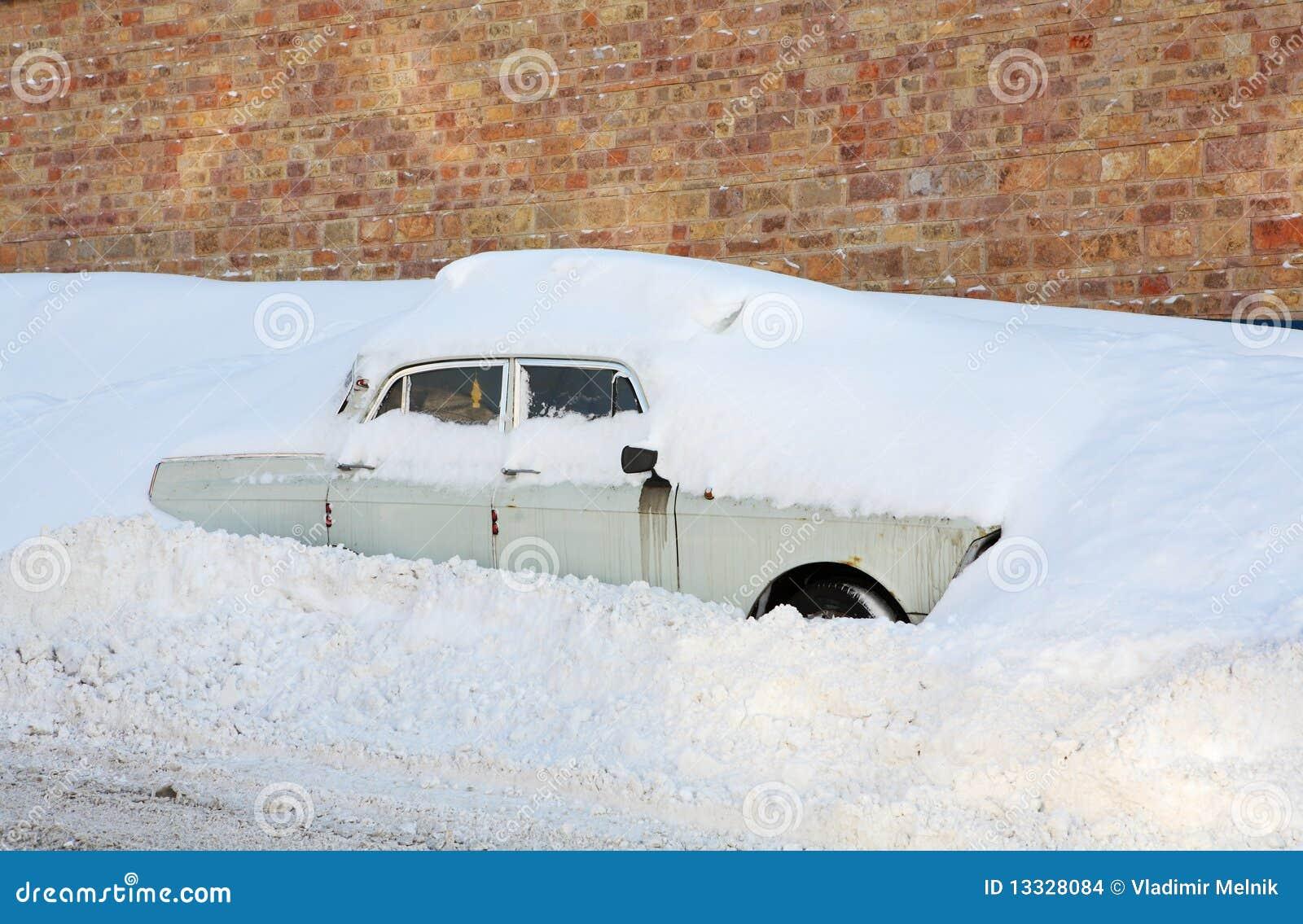 Wtykający w śniegu