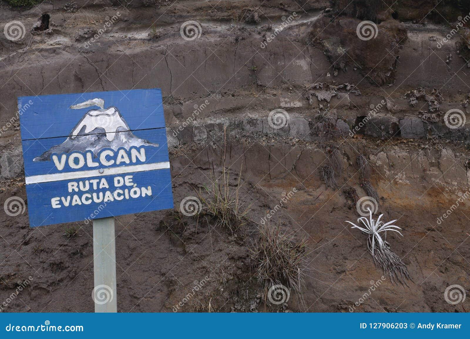 Wulkan przy parkiem narodowym Los Nevados w Kolumbia