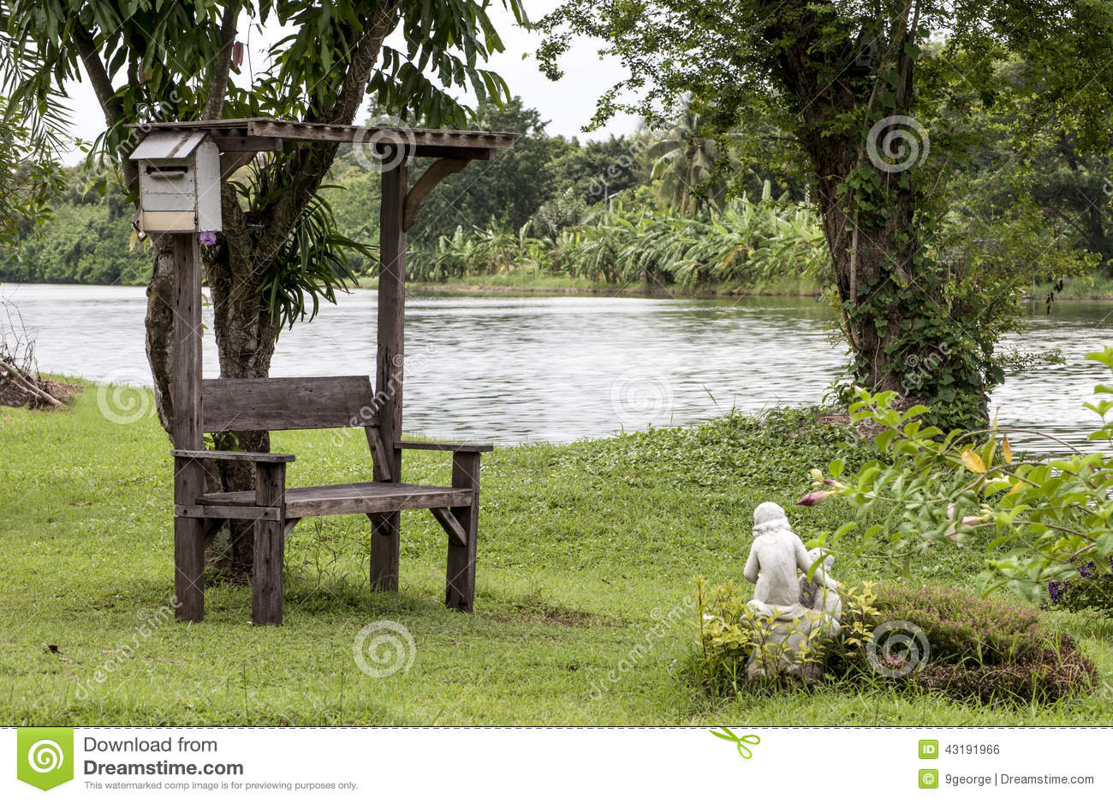 wunderbare alte gartenbank im park stockfoto - bild von landschaft