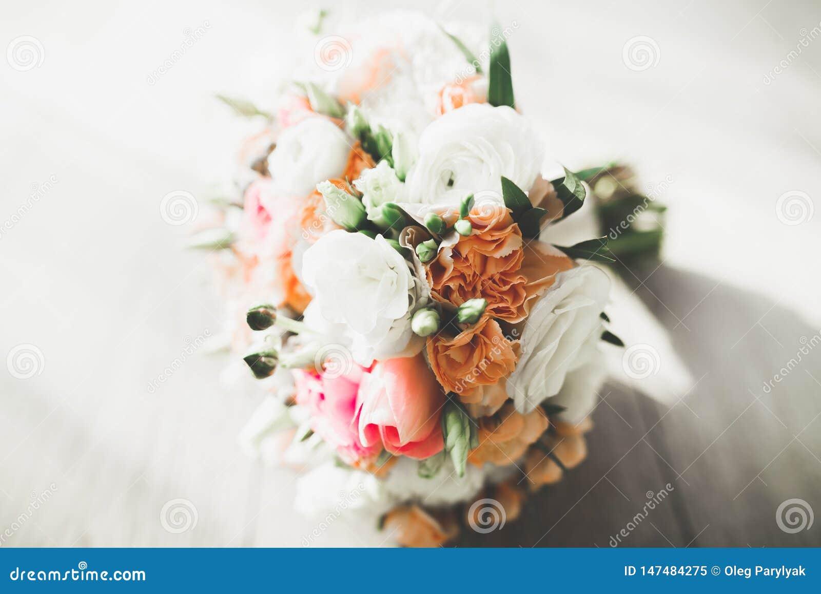 Wunderbarer Luxushochzeitsblumenstrau? von verschiedenen Blumen